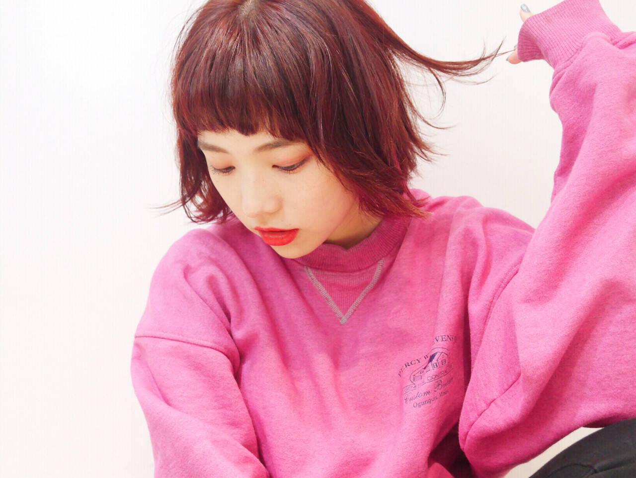ベリーピンク ピンク ショート ウェットヘアヘアスタイルや髪型の写真・画像