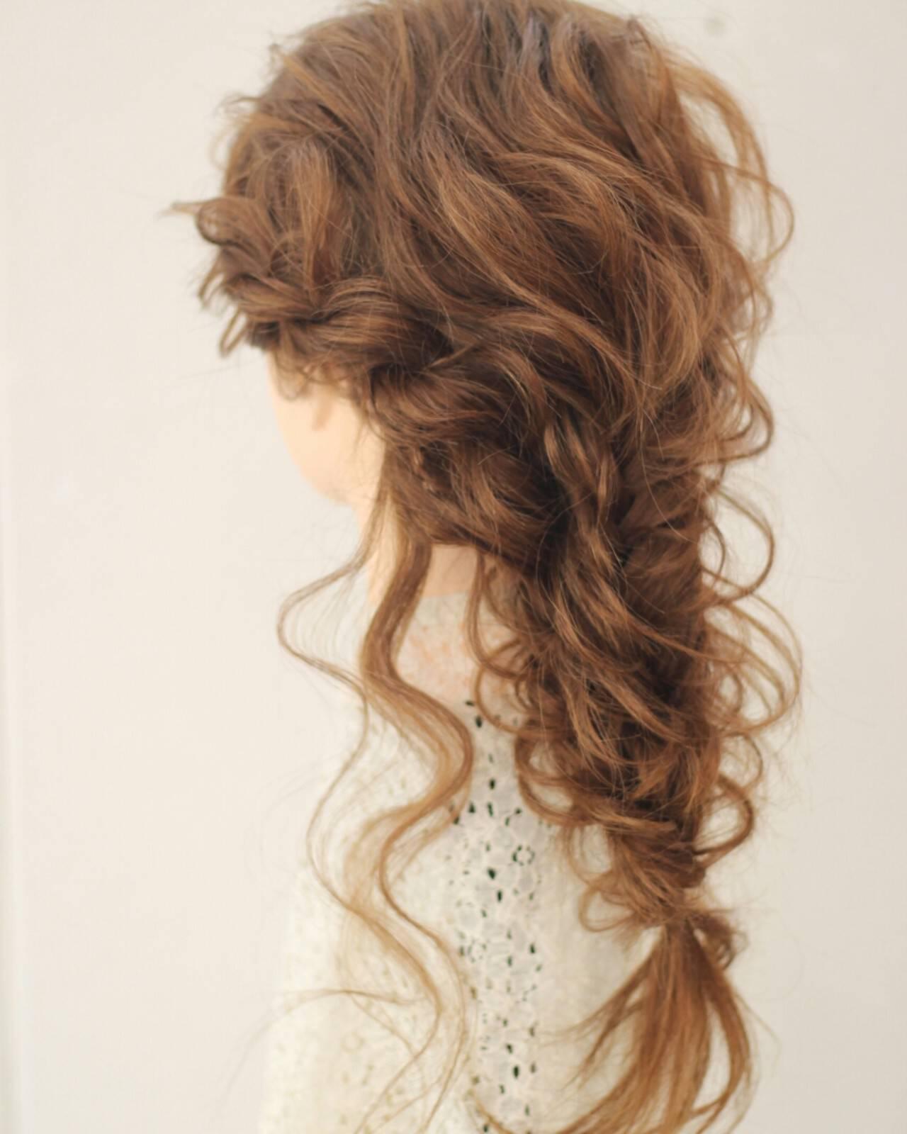 編み込み フェミニン 外国人風 フィッシュボーンヘアスタイルや髪型の写真・画像