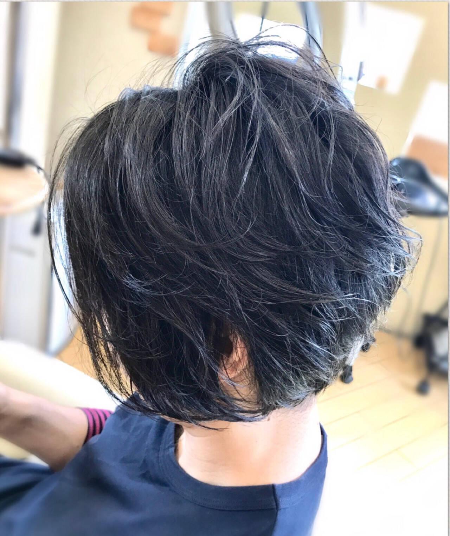 リラックス ショート 黒髪 ジェンダーレスヘアスタイルや髪型の写真・画像