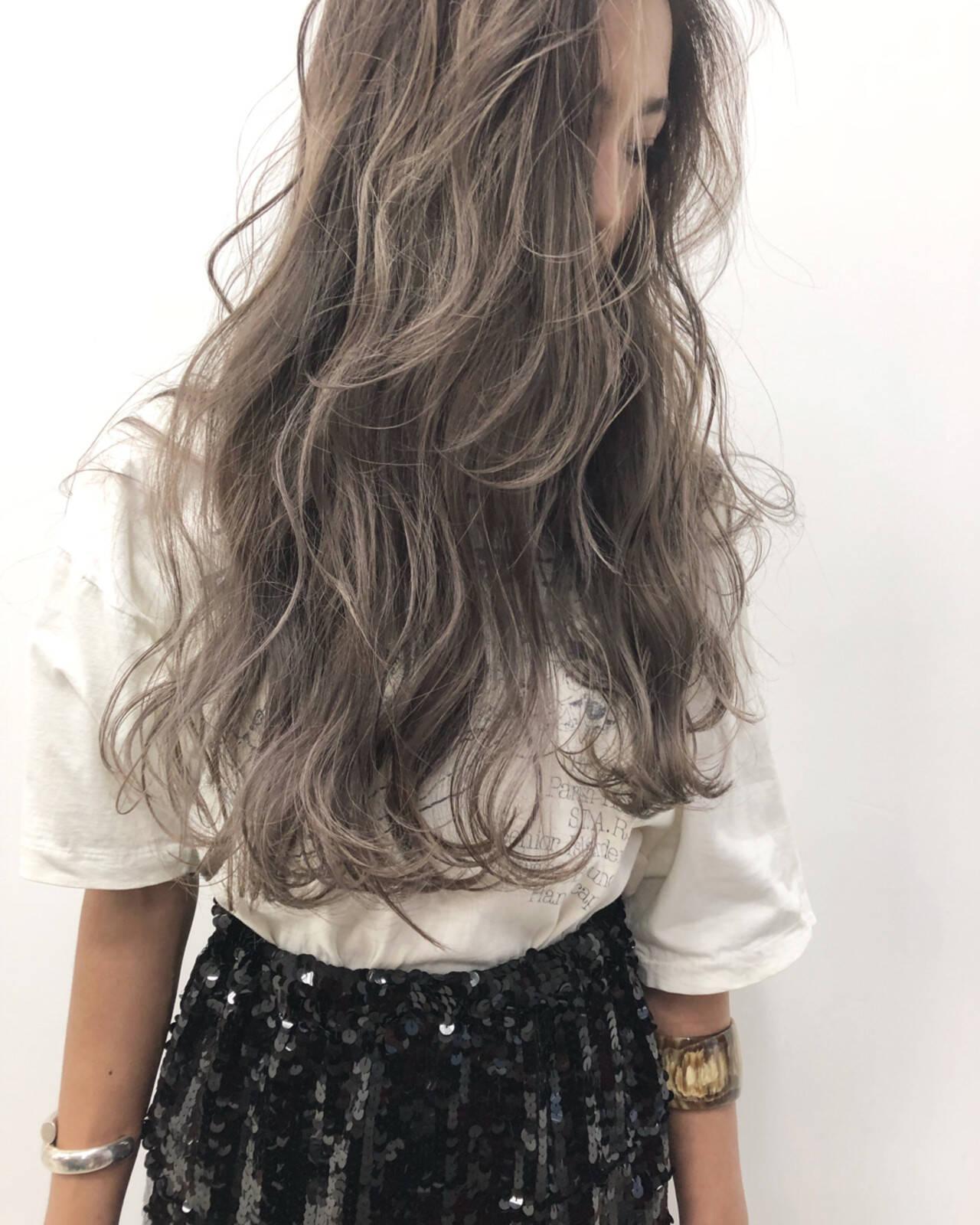 グレージュ ヘアアレンジ ストリート アッシュヘアスタイルや髪型の写真・画像