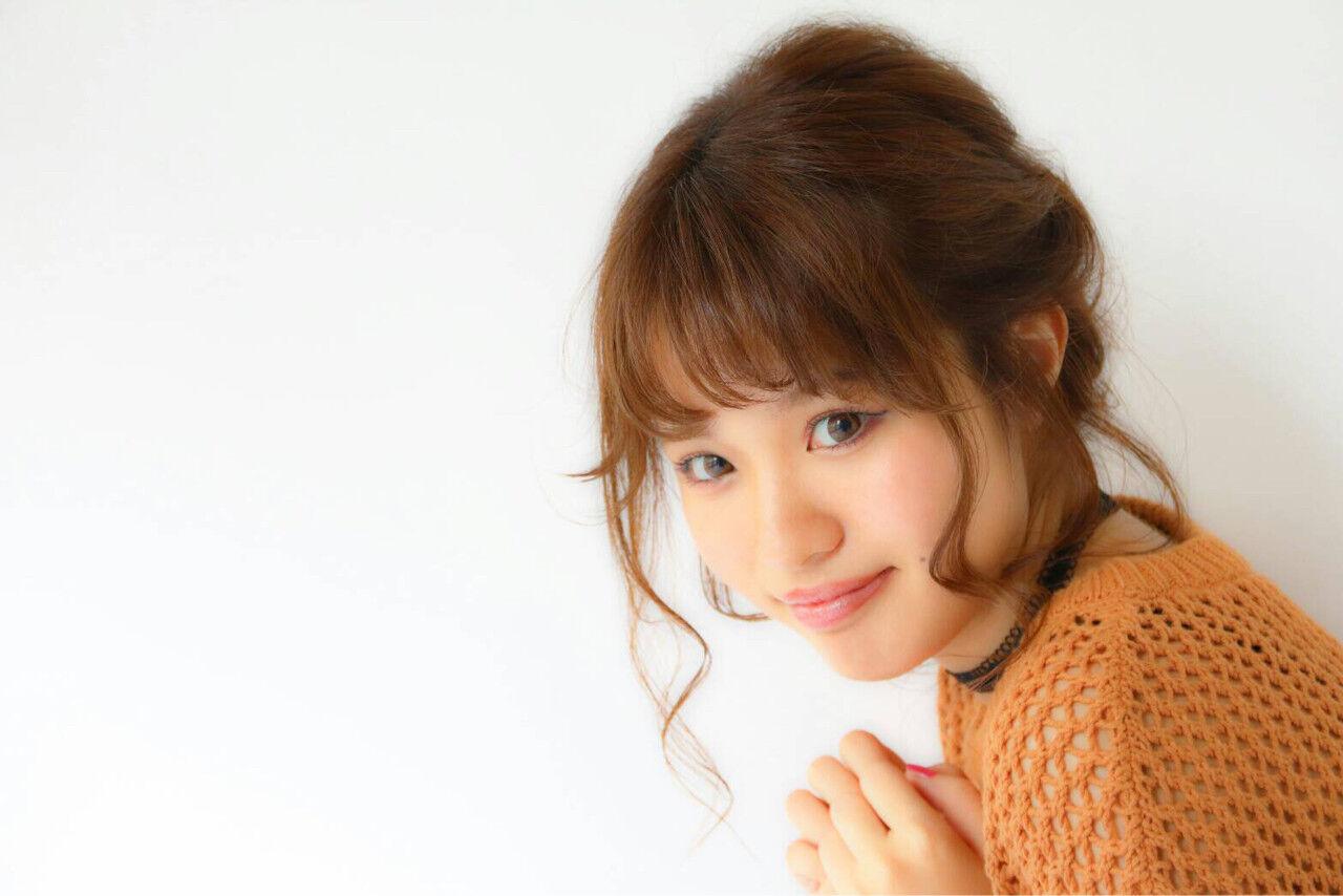 フェザーバング フェミニン ヘアアレンジ 簡単ヘアアレンジヘアスタイルや髪型の写真・画像