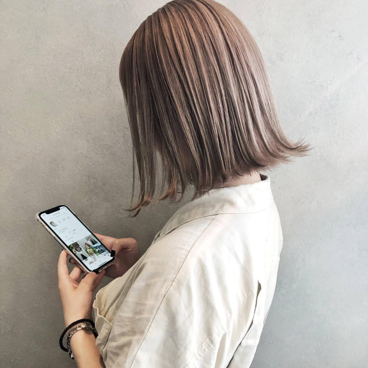 ハイトーン 切りっぱなしボブ ナチュラル アッシュベージュヘアスタイルや髪型の写真・画像