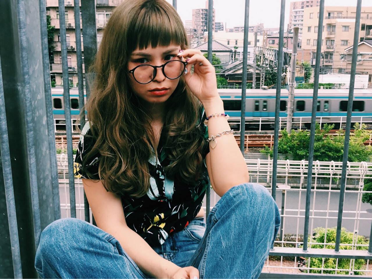 ウェーブ 前髪あり アンニュイ オン眉ヘアスタイルや髪型の写真・画像
