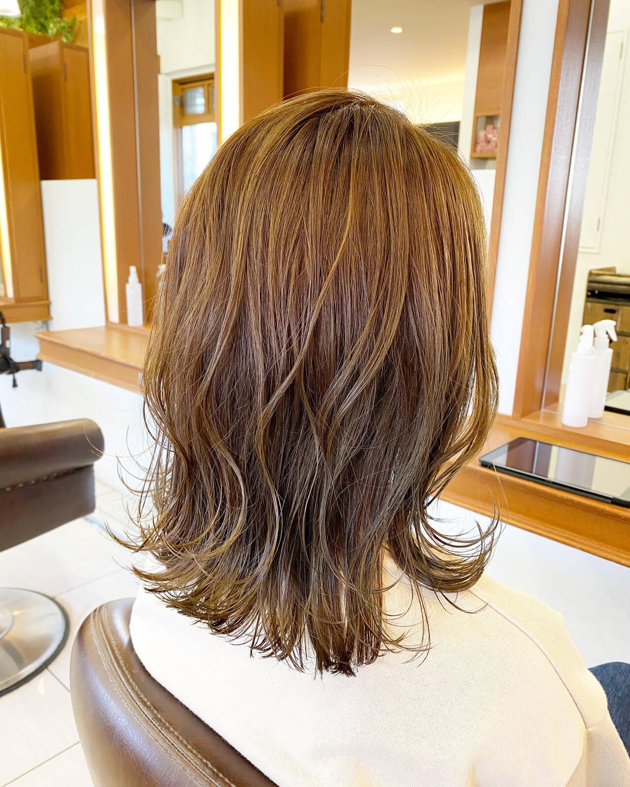 モテボブ 外ハネボブ ナチュラル ミディアムヘアスタイルや髪型の写真・画像