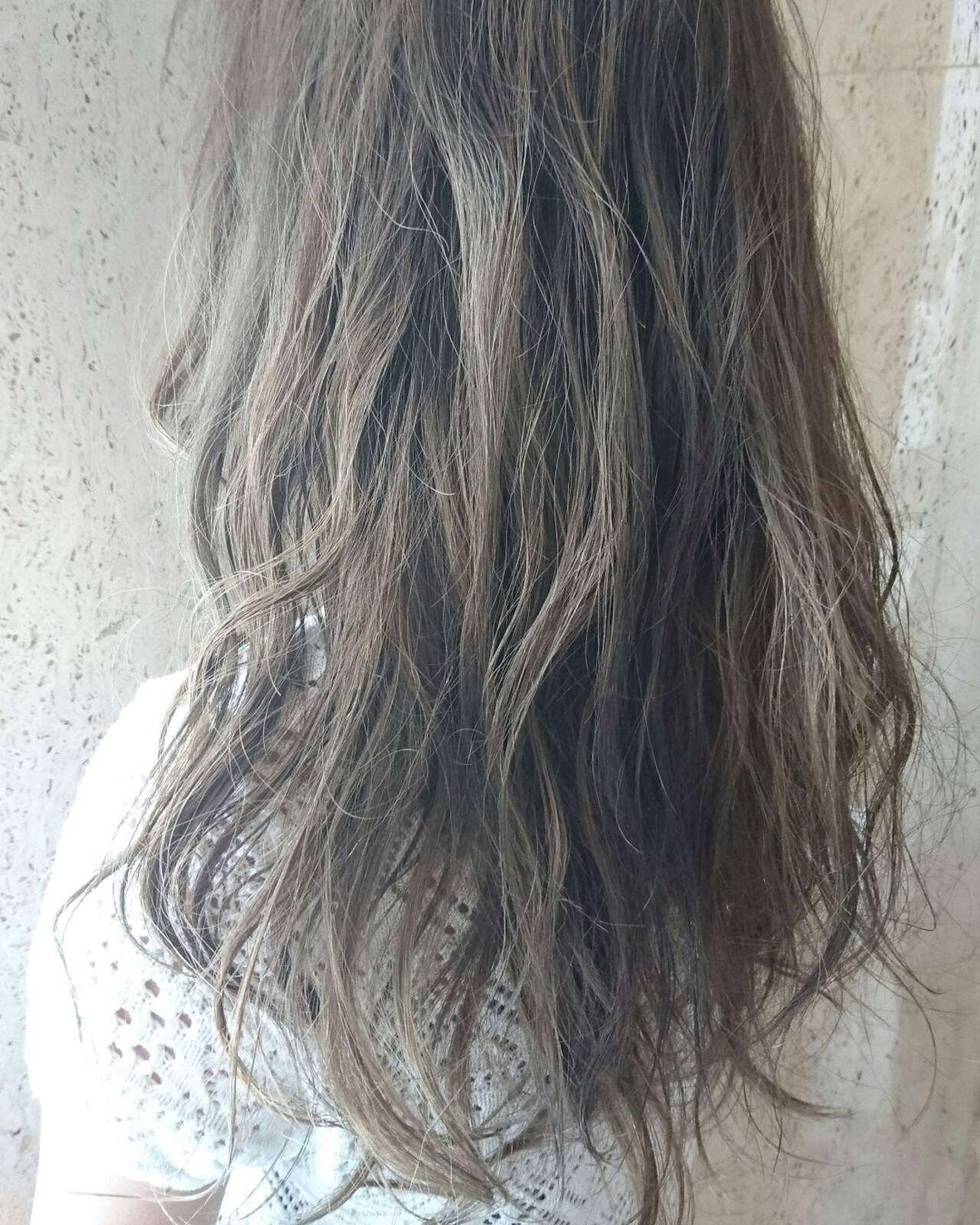 アッシュ セミロング フェミニン ゆるふわヘアスタイルや髪型の写真・画像