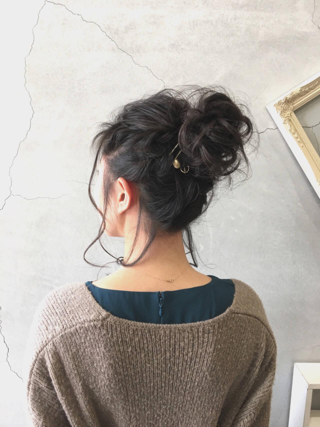 フェミニン ヘアアレンジ お団子 二次会ヘアスタイルや髪型の写真・画像