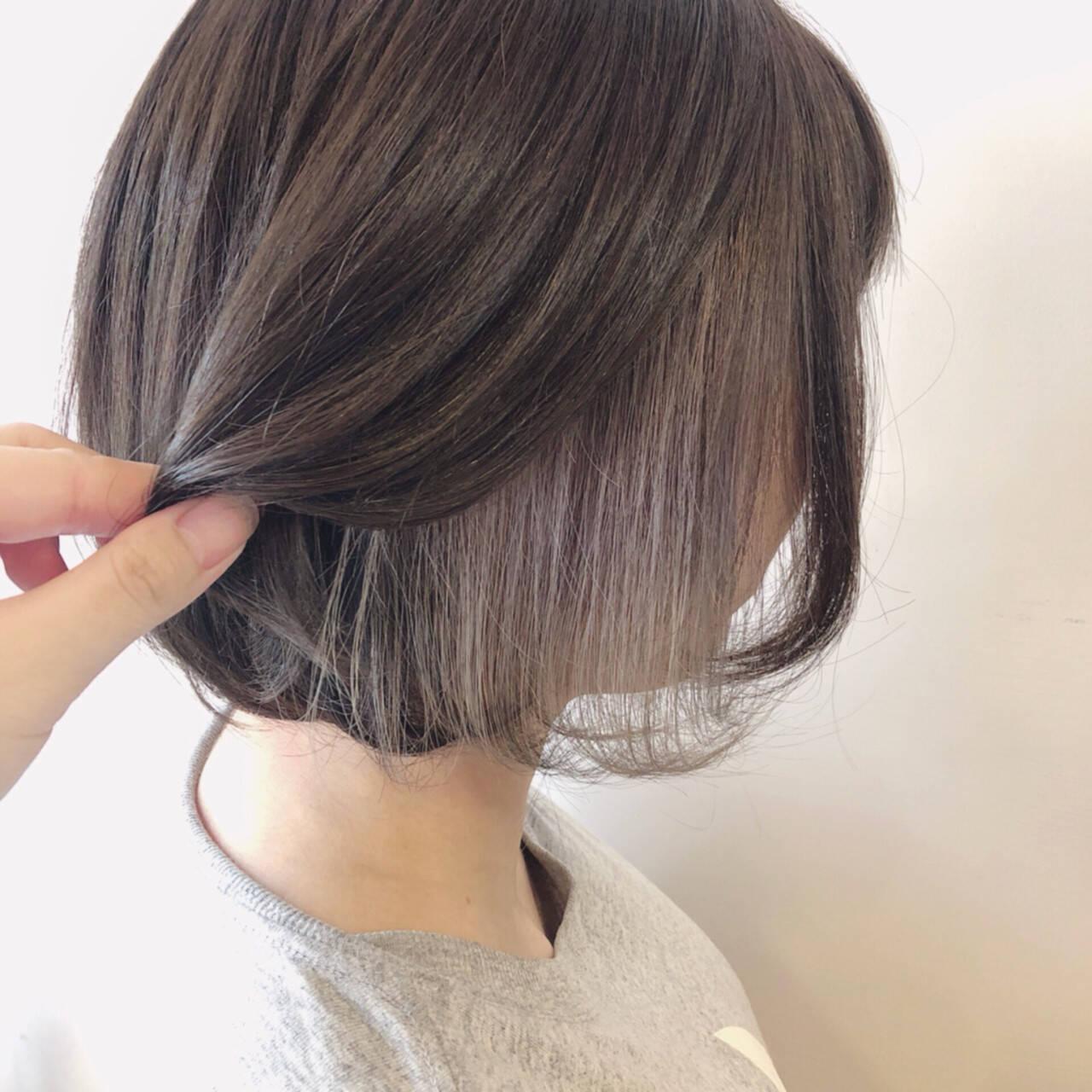 グレージュ インナーカラー フェミニン ボブヘアスタイルや髪型の写真・画像
