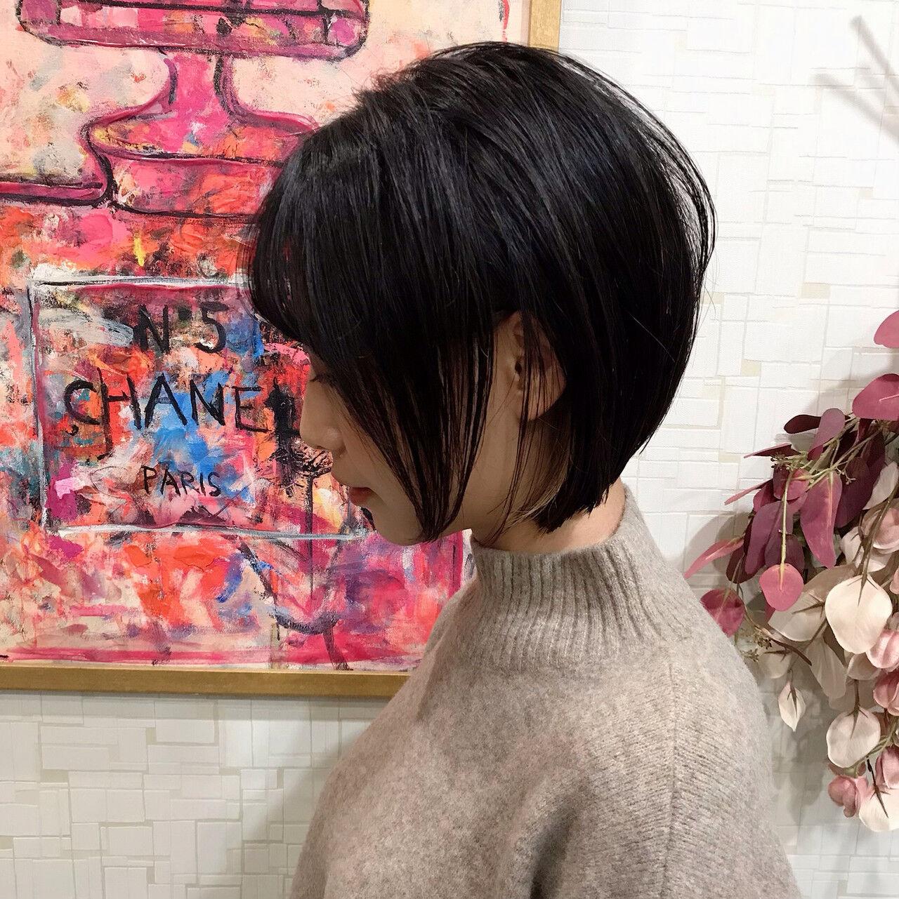 ナチュラル 大人女子 前下がり 前下がりショートヘアスタイルや髪型の写真・画像