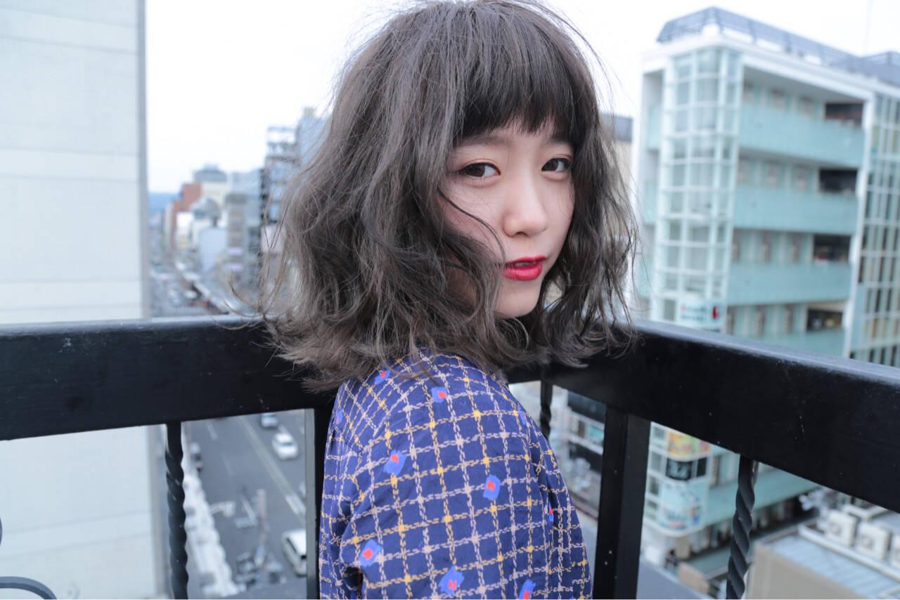 ウェーブ 外国人風カラー グレー グレージュヘアスタイルや髪型の写真・画像