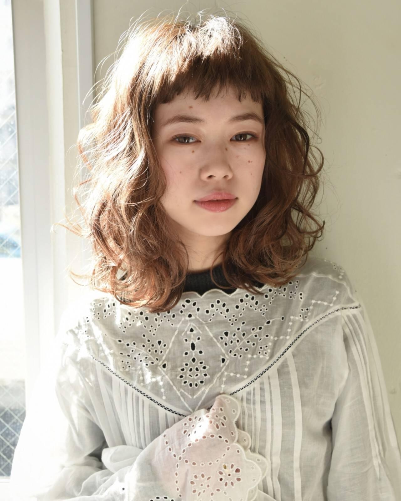 外国人風 ナチュラル 前髪あり パーマヘアスタイルや髪型の写真・画像