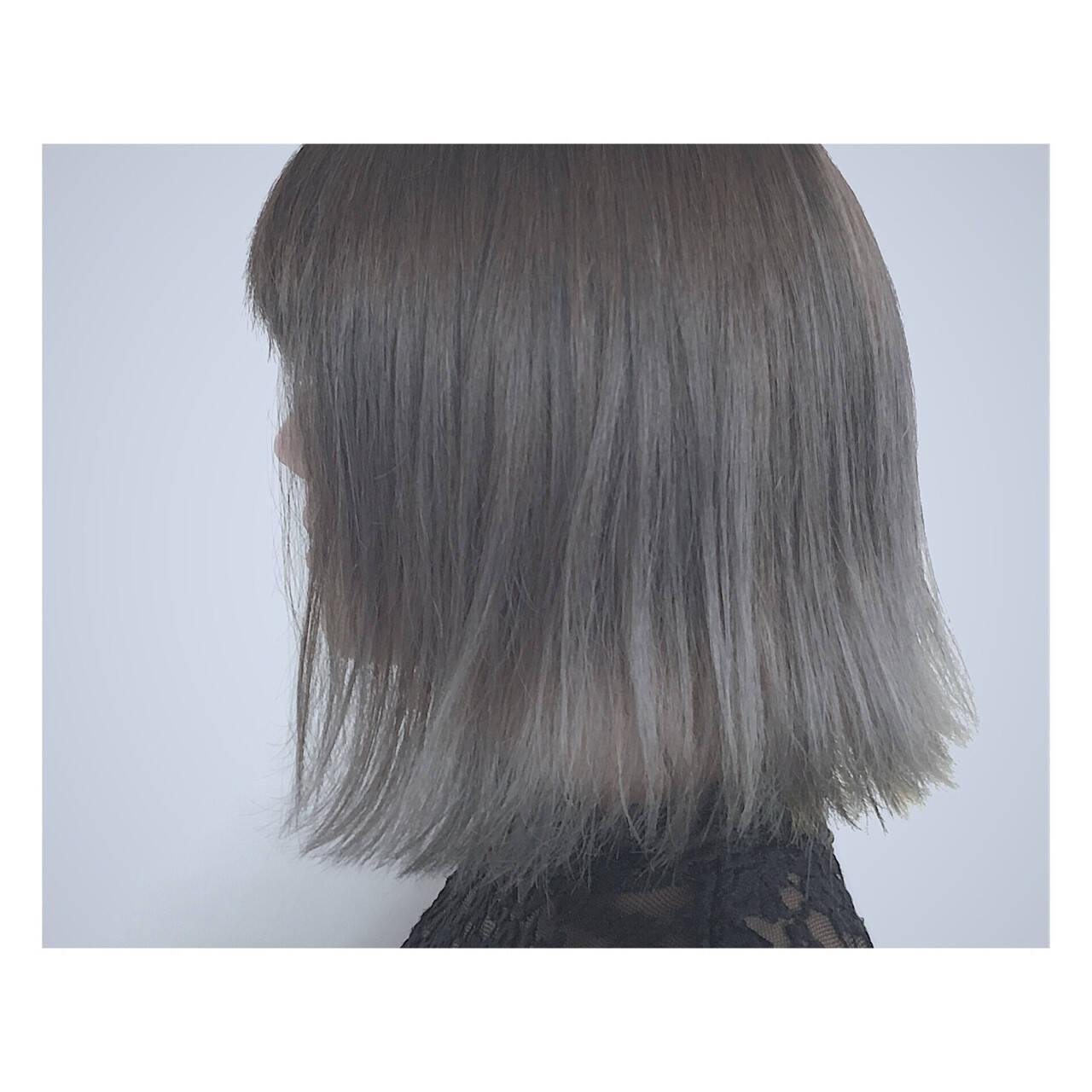 グレージュ 外国人風 グラデーションカラー ストリートヘアスタイルや髪型の写真・画像