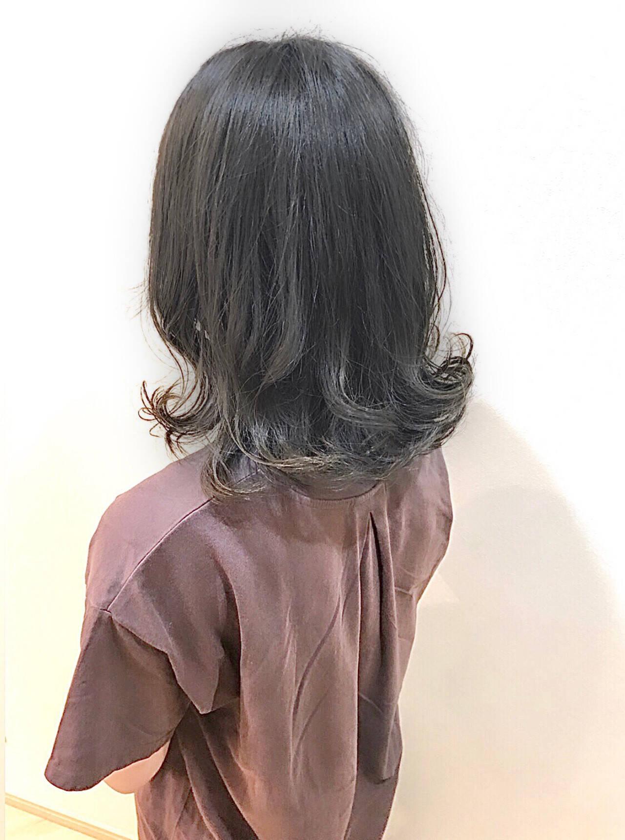 オリーブグレージュ イルミナカラー アッシュグレージュ グレージュヘアスタイルや髪型の写真・画像