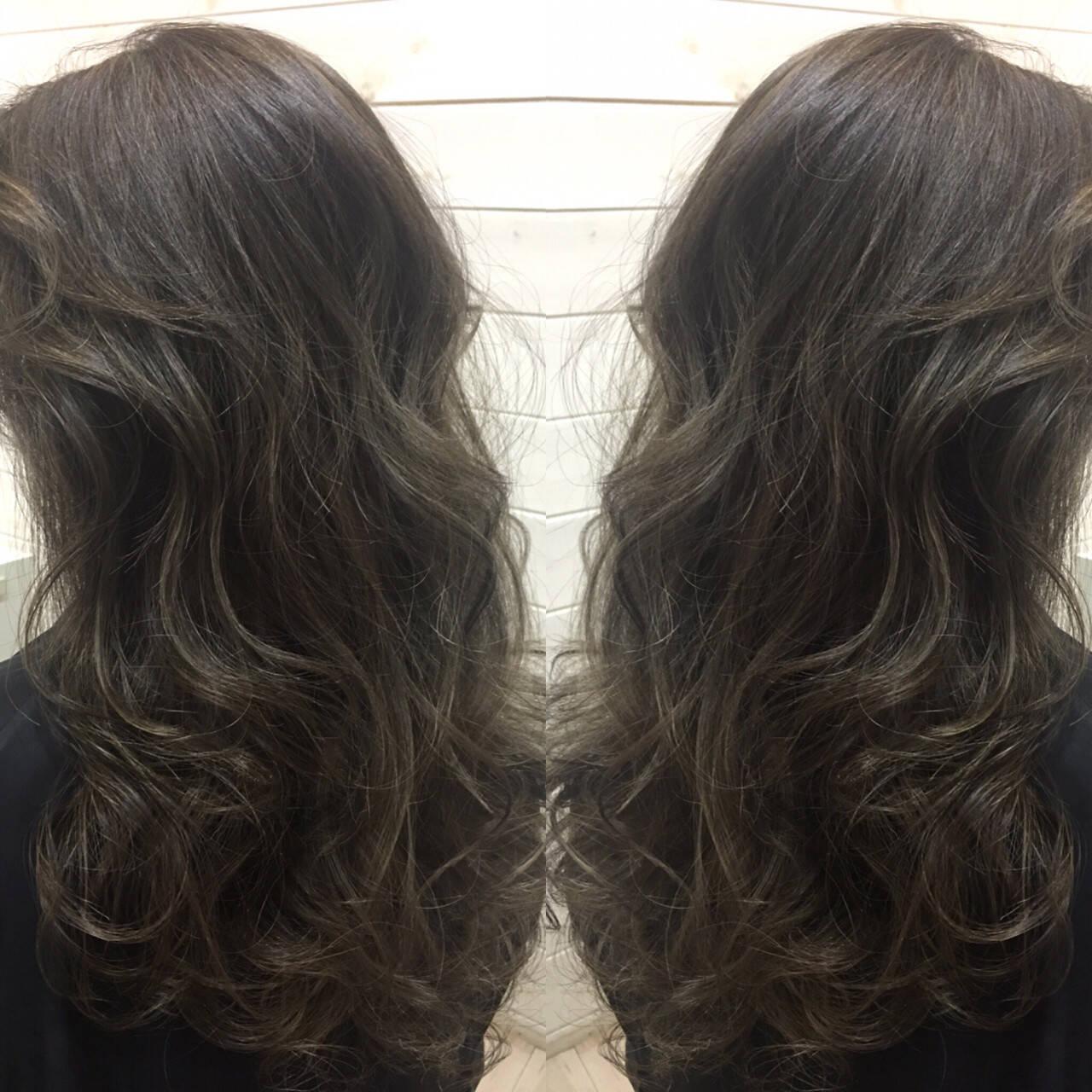 セミロング ハイライト アッシュ 暗髪ヘアスタイルや髪型の写真・画像