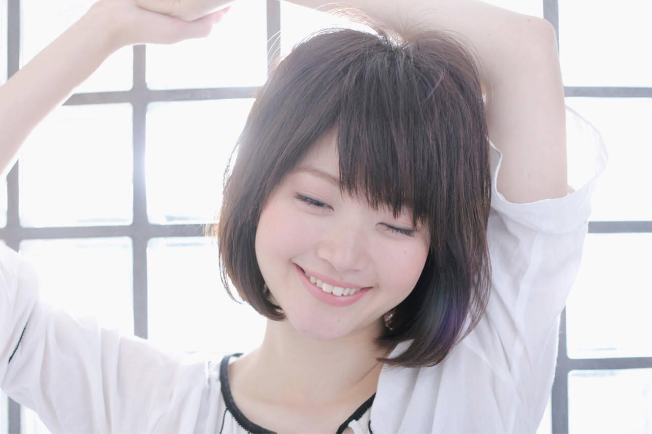 ナチュラル 色気 リラックス 斜め前髪ヘアスタイルや髪型の写真・画像