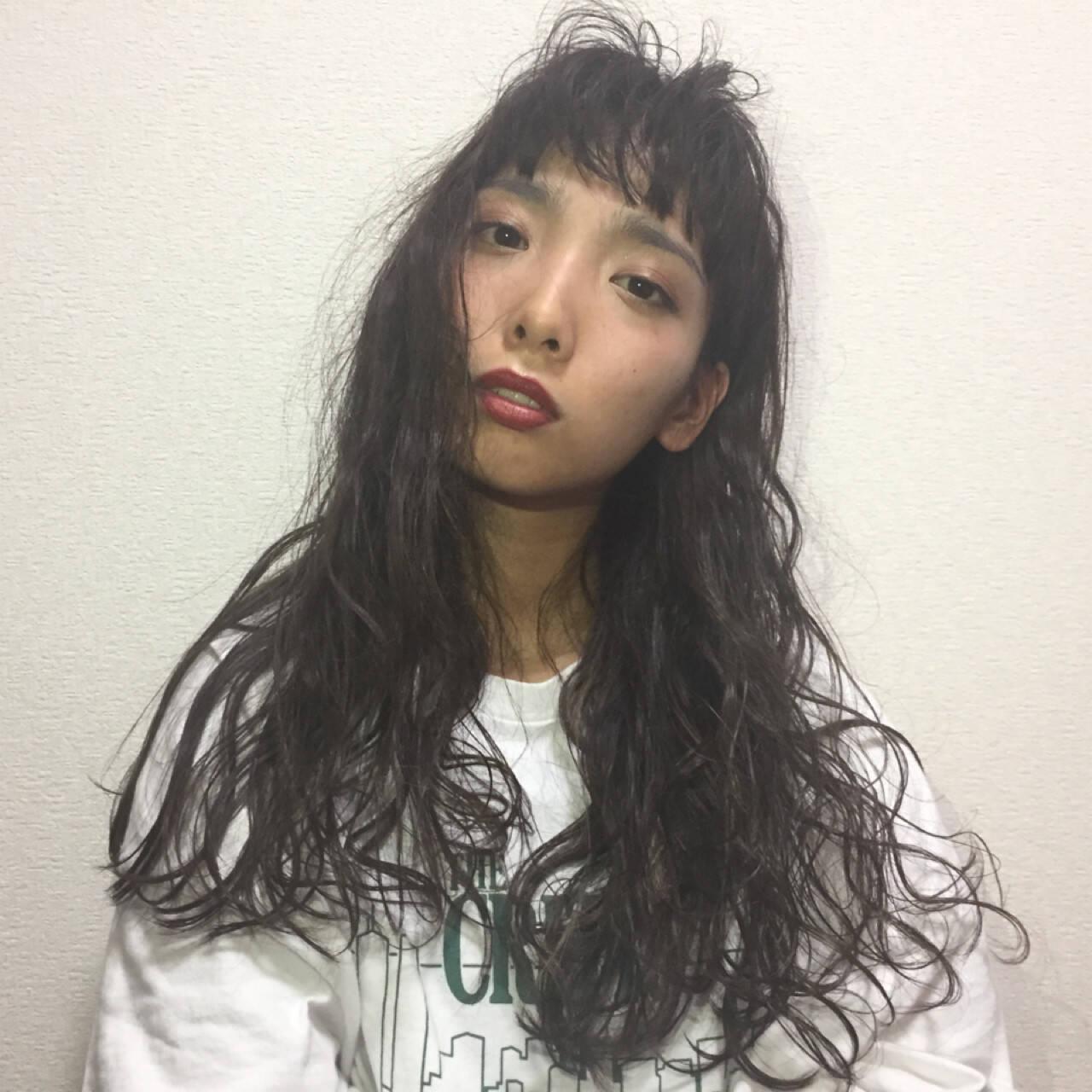 重ため 女子会 ロング 前髪パッツンヘアスタイルや髪型の写真・画像