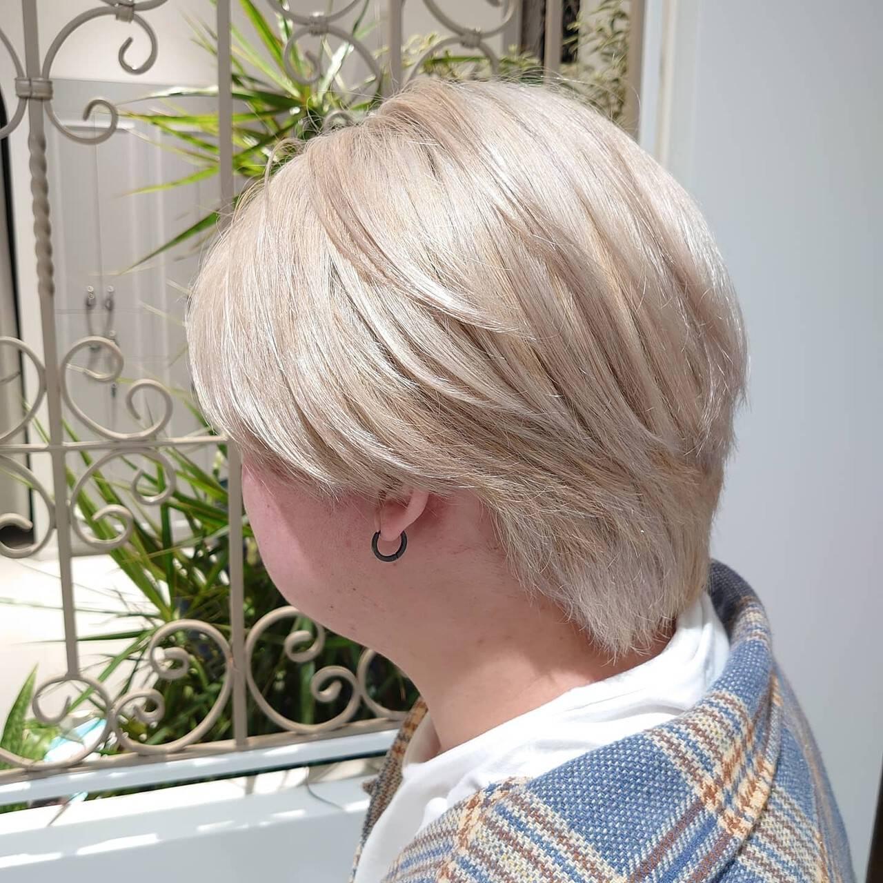 ブロンドカラー ハイトーンカラー ホワイトカラー ミルクティーヘアスタイルや髪型の写真・画像