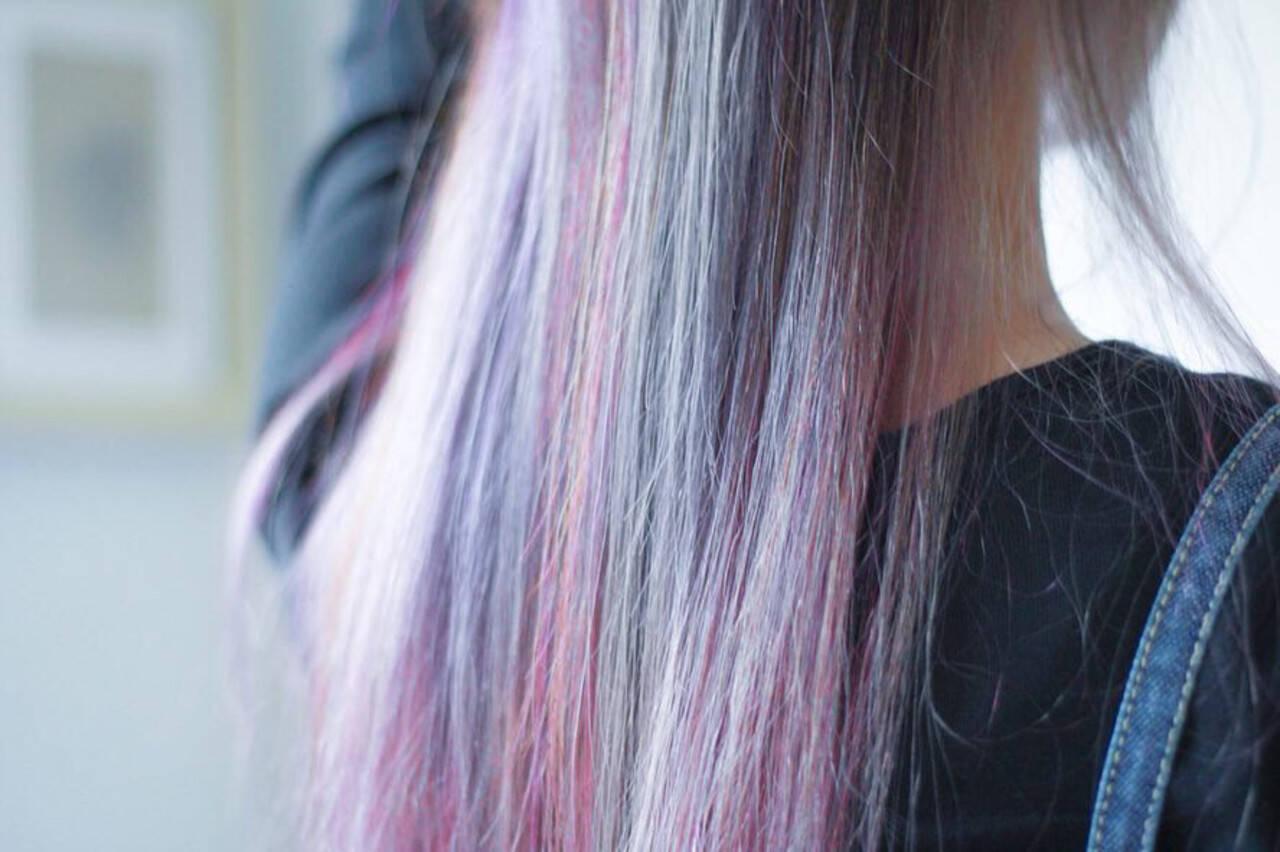 #インナーカラー インナーカラーレッド インナーカラーグレージュ インナーカラーパープルヘアスタイルや髪型の写真・画像