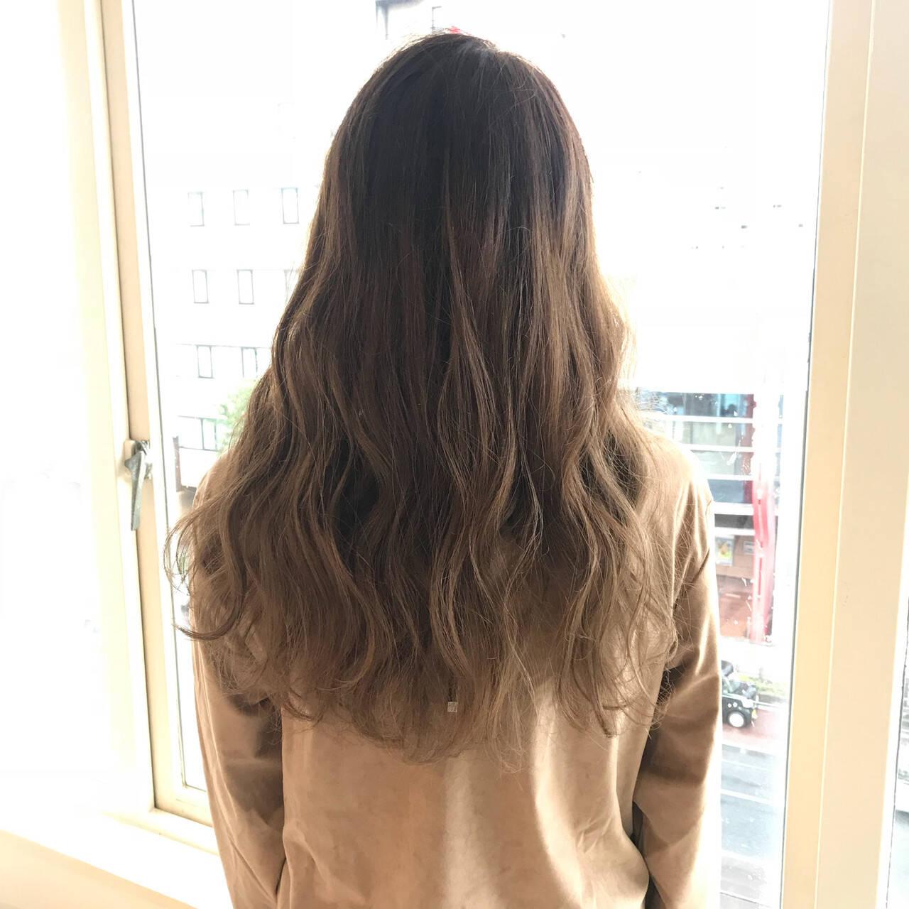 イルミナカラー ロング グラデーションカラー ナチュラルヘアスタイルや髪型の写真・画像
