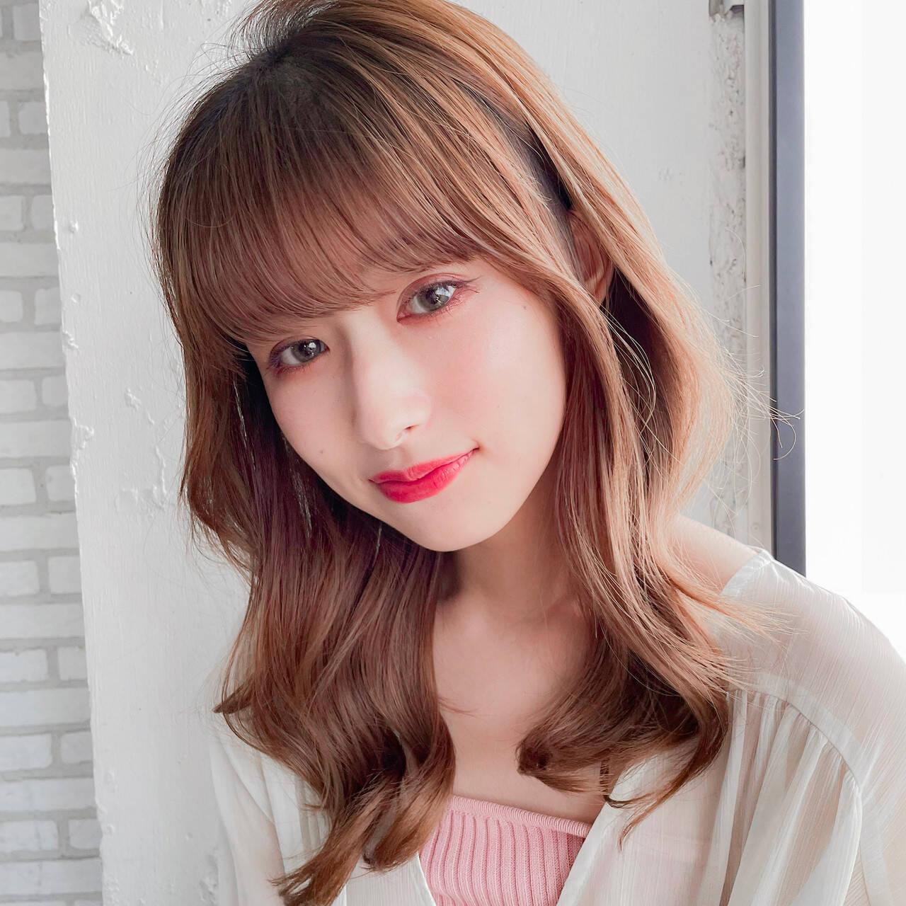 韓国ヘア ミディアムレイヤー シースルバング 巻き髪ヘアスタイルや髪型の写真・画像