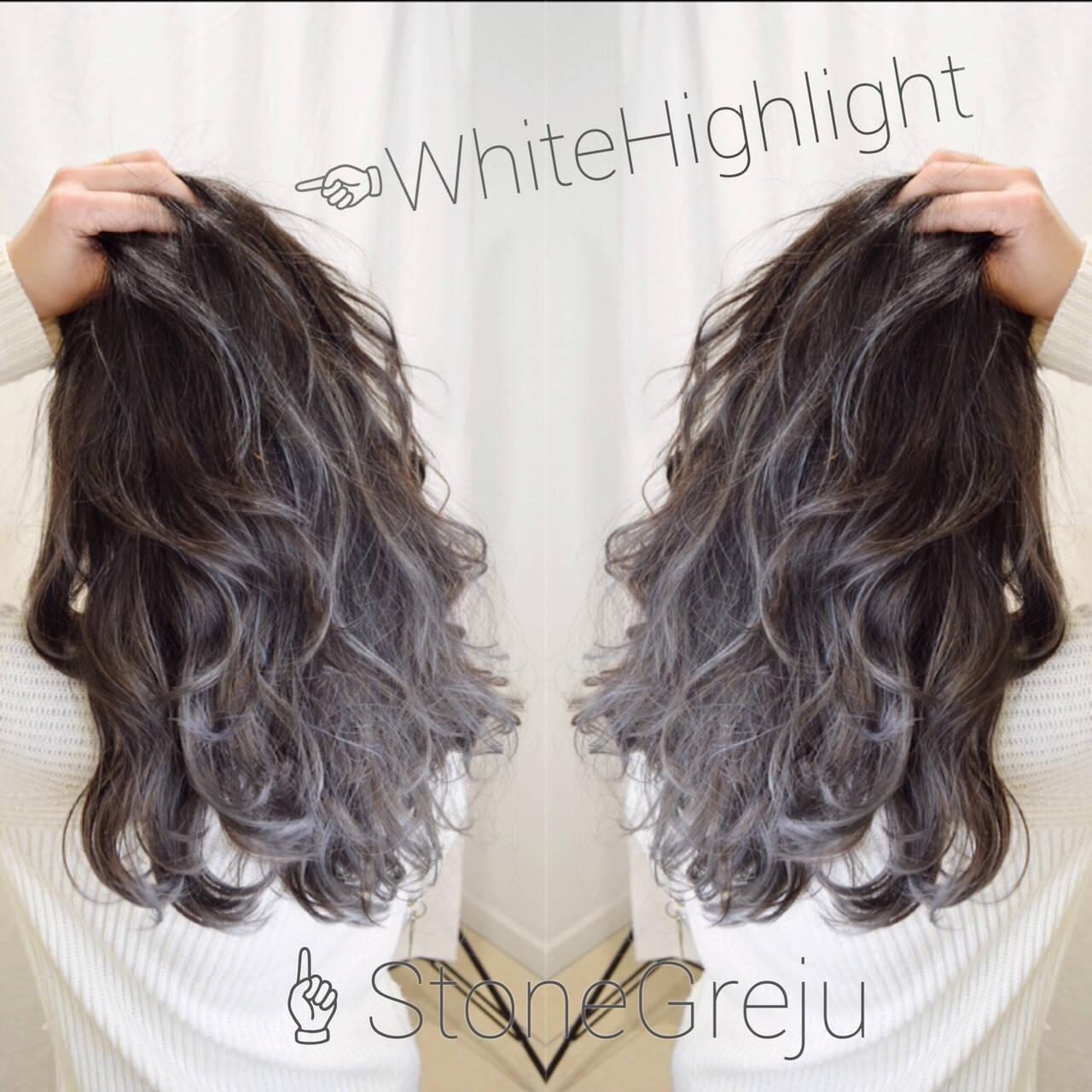 アッシュグラデーション フェミニン ロング ホワイトハイライトヘアスタイルや髪型の写真・画像