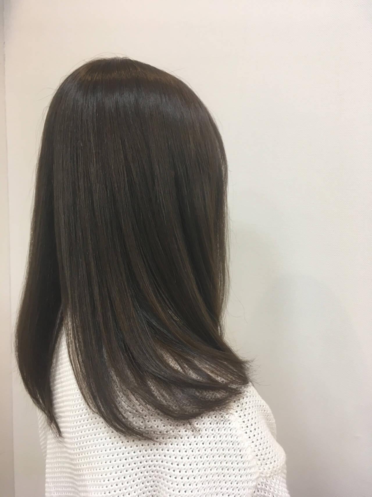 イルミナカラー ナチュラル グレーアッシュ アッシュグレーヘアスタイルや髪型の写真・画像