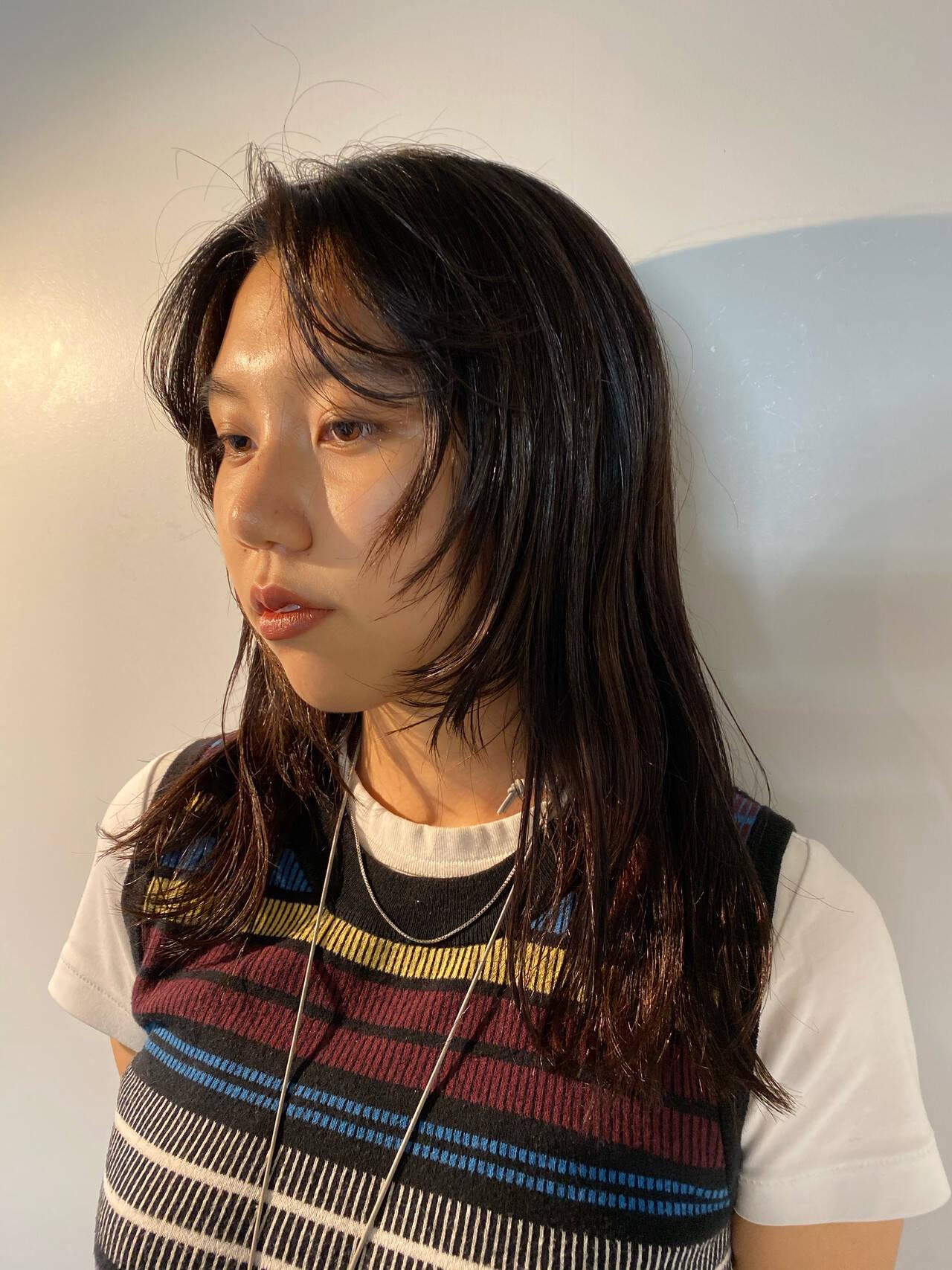 ウルフカット ミディアム ウルフレイヤー モードヘアスタイルや髪型の写真・画像