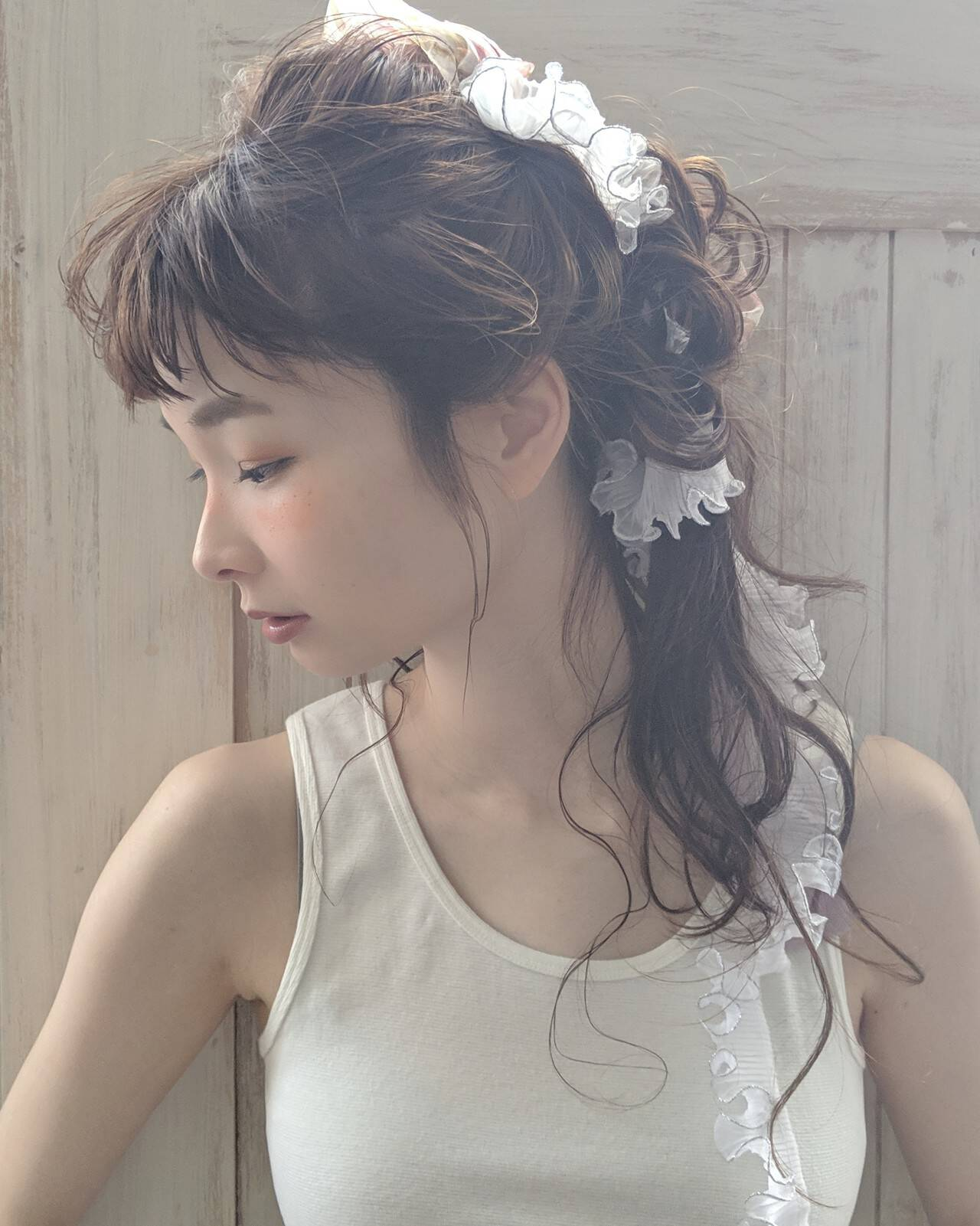 結婚式 前髪パッツン リボンアレンジ エレガントヘアスタイルや髪型の写真・画像