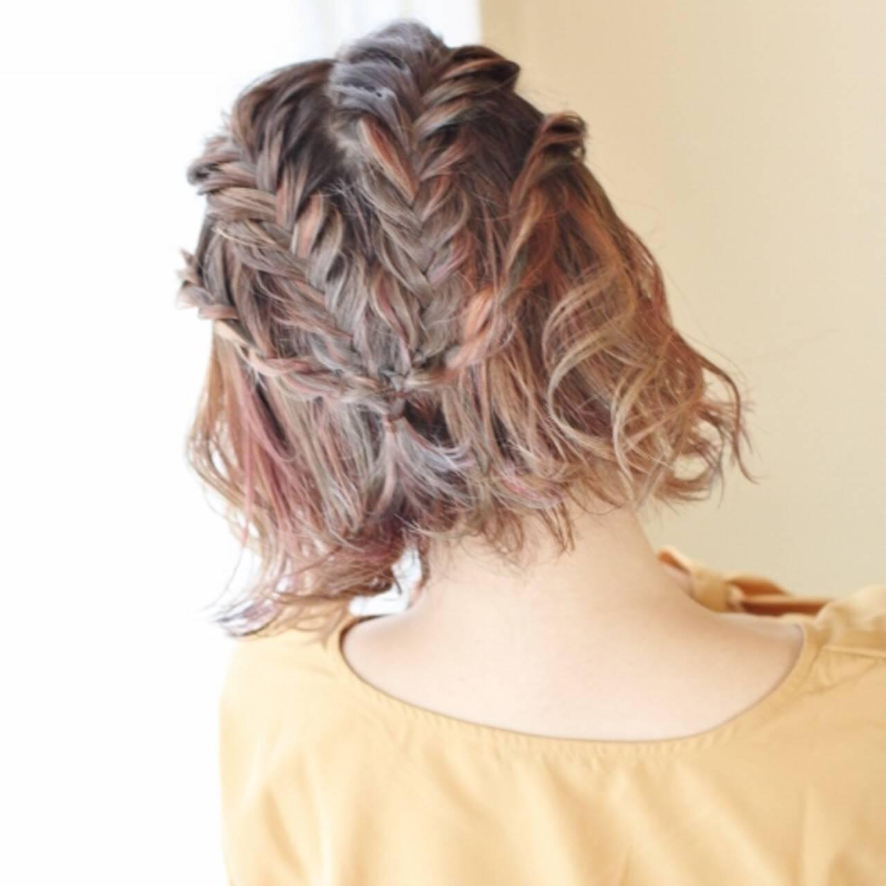 簡単ヘアアレンジ ショート ヘアアレンジ フィッシュボーンヘアスタイルや髪型の写真・画像