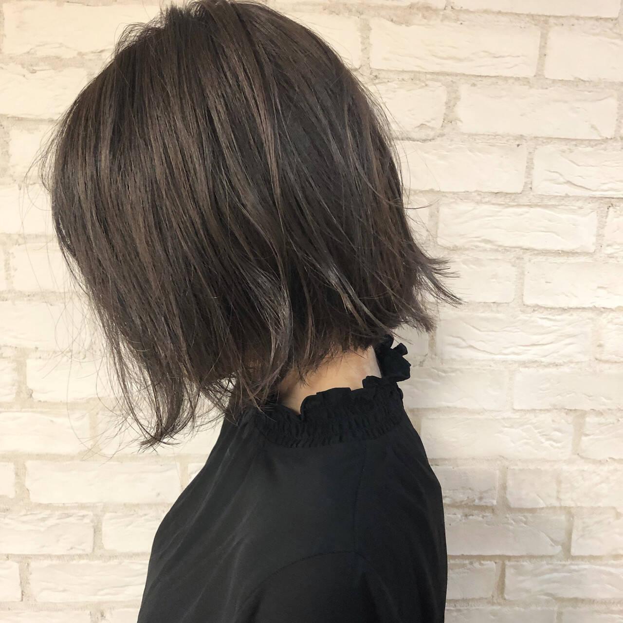 ハイライト グレージュ 簡単ヘアアレンジ 切りっぱなしボブヘアスタイルや髪型の写真・画像
