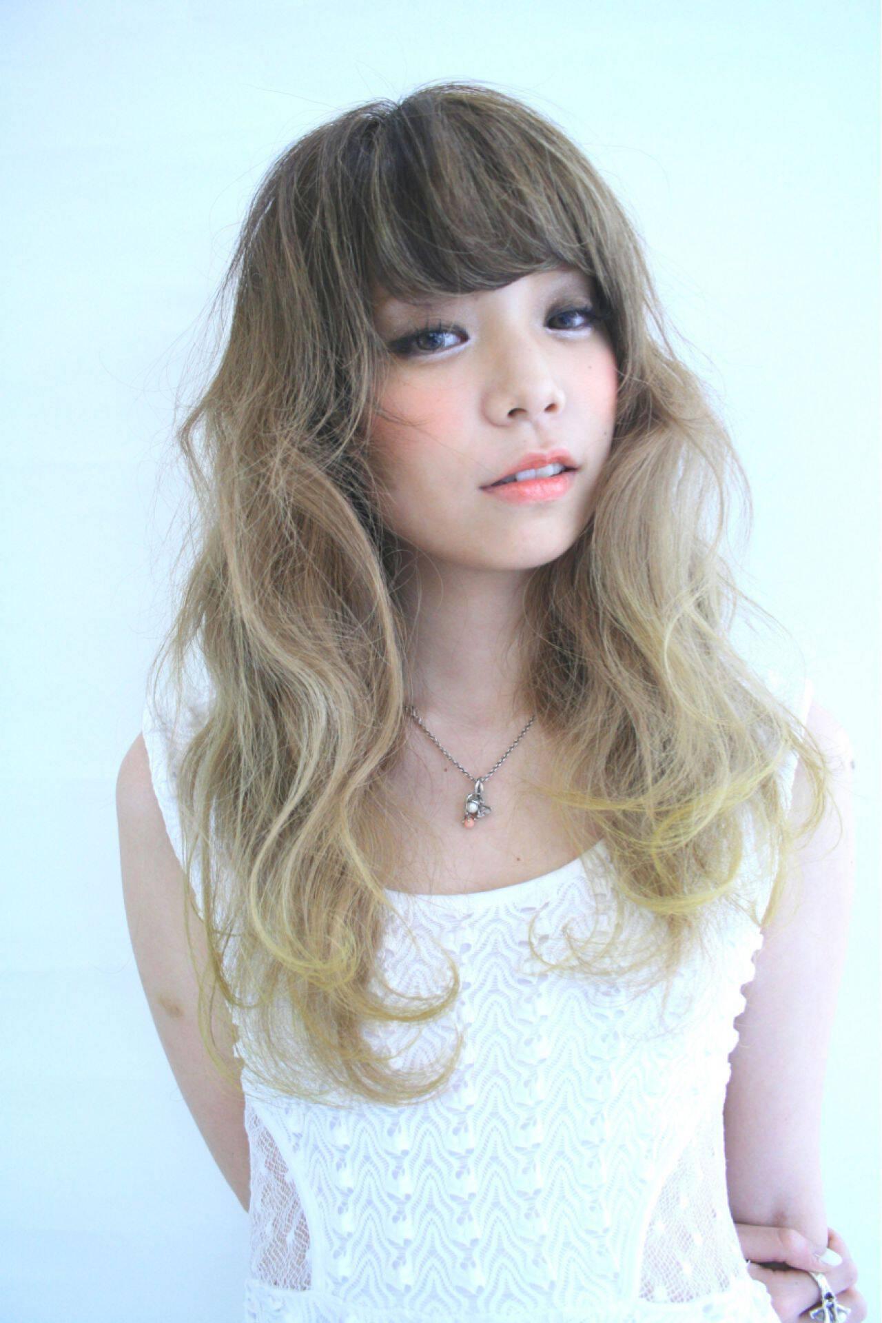 春 ガーリー セミロング グラデーションカラーヘアスタイルや髪型の写真・画像