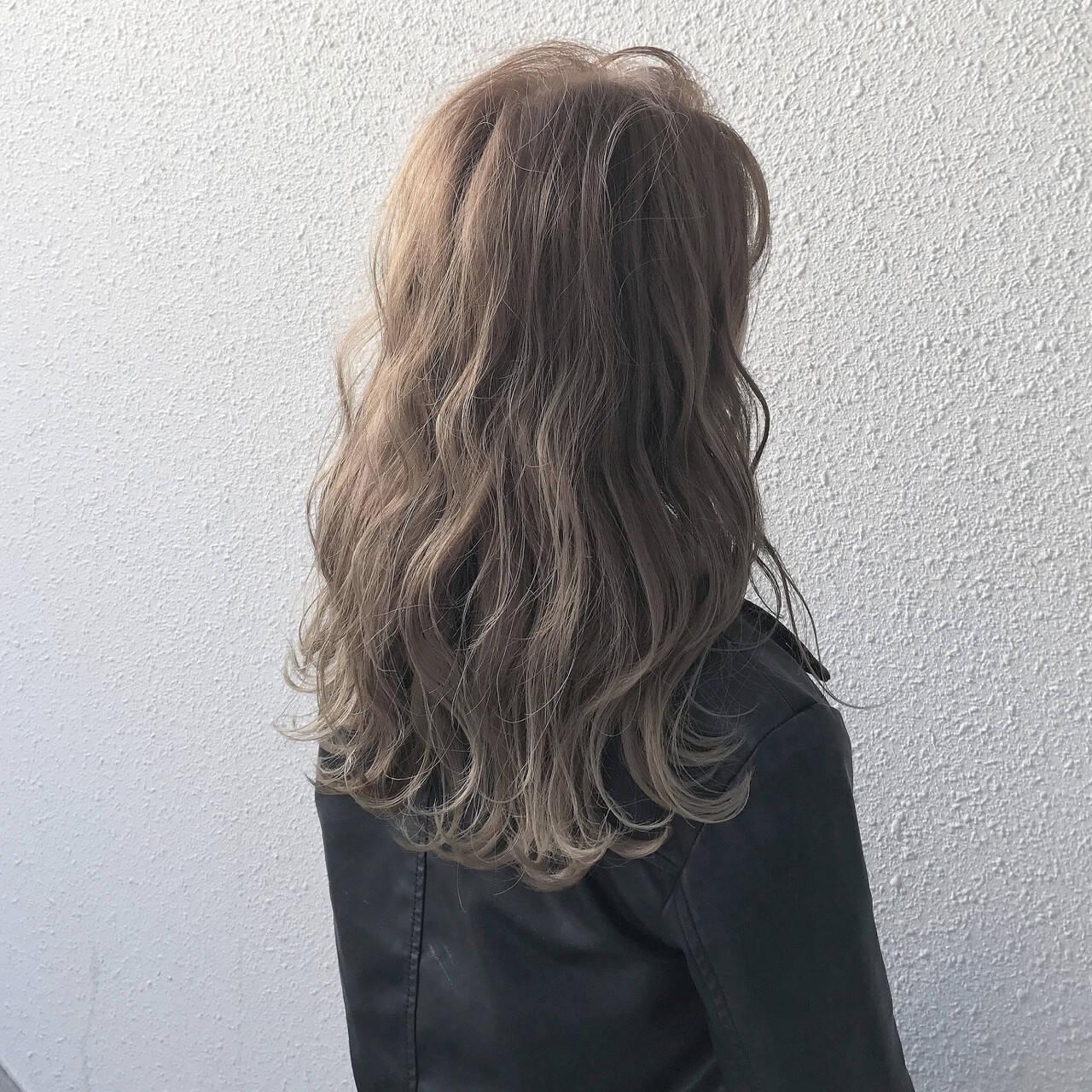 ストリート グレージュ アッシュベージュ アッシュグレージュヘアスタイルや髪型の写真・画像