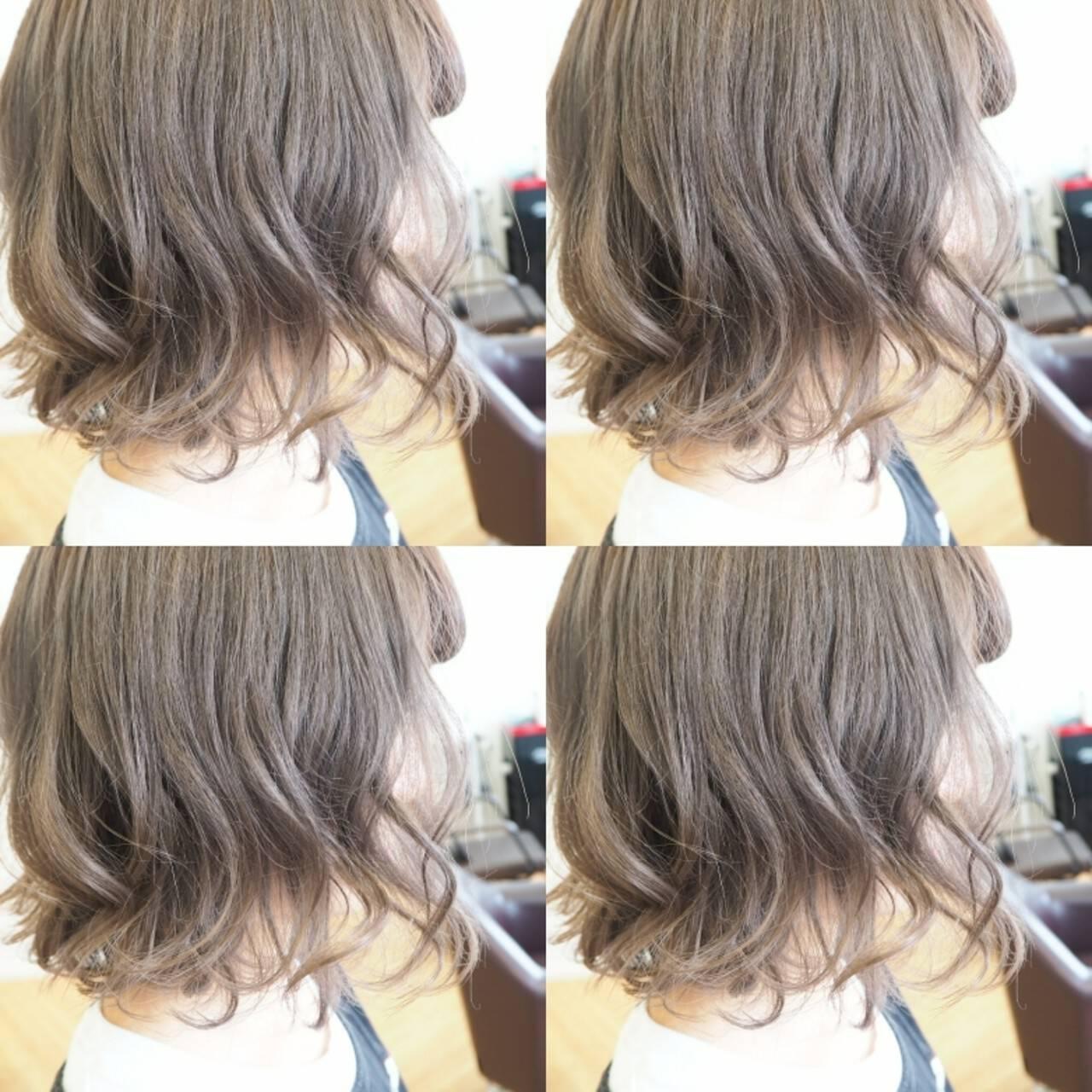 アッシュグレージュ ボブ ウェーブ アンニュイヘアスタイルや髪型の写真・画像