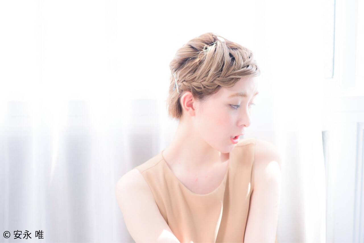 ねじり 三つ編み くせ毛風 ショートヘアスタイルや髪型の写真・画像