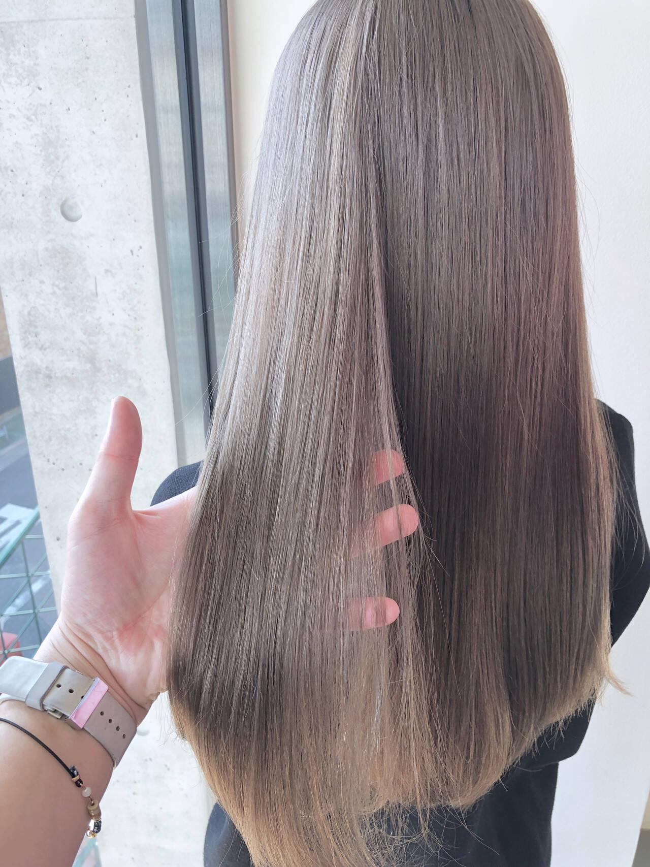 デート ロング ミルクティーベージュ ナチュラルヘアスタイルや髪型の写真・画像