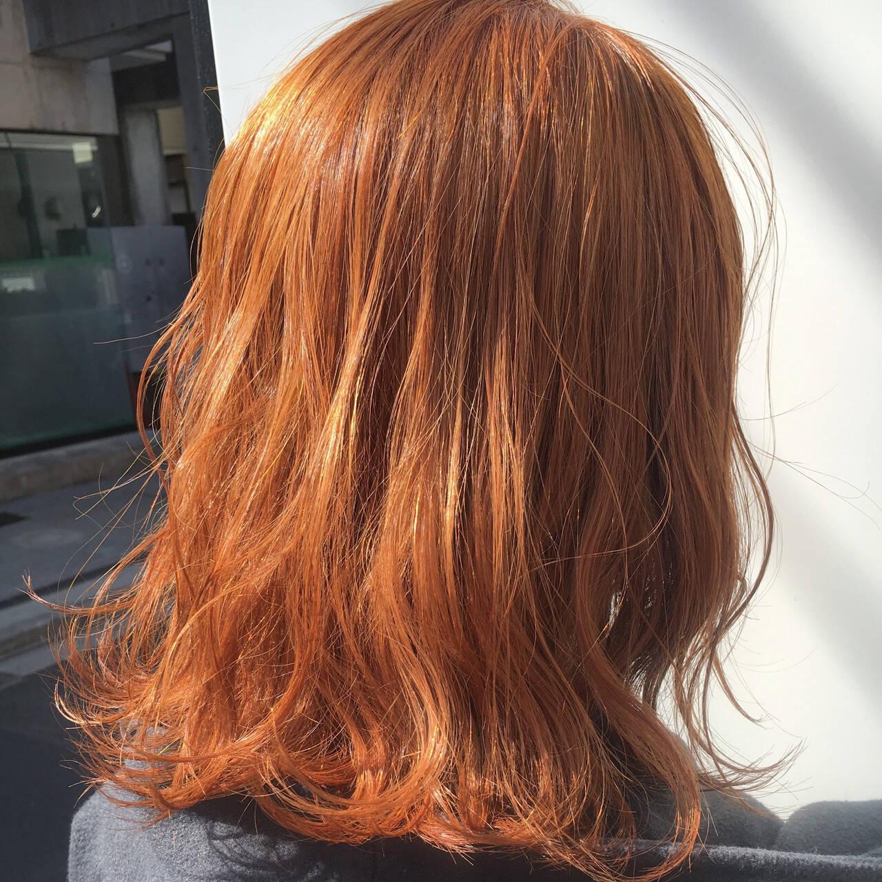 ストリート オレンジベージュ ハイトーン ミディアムヘアスタイルや髪型の写真・画像