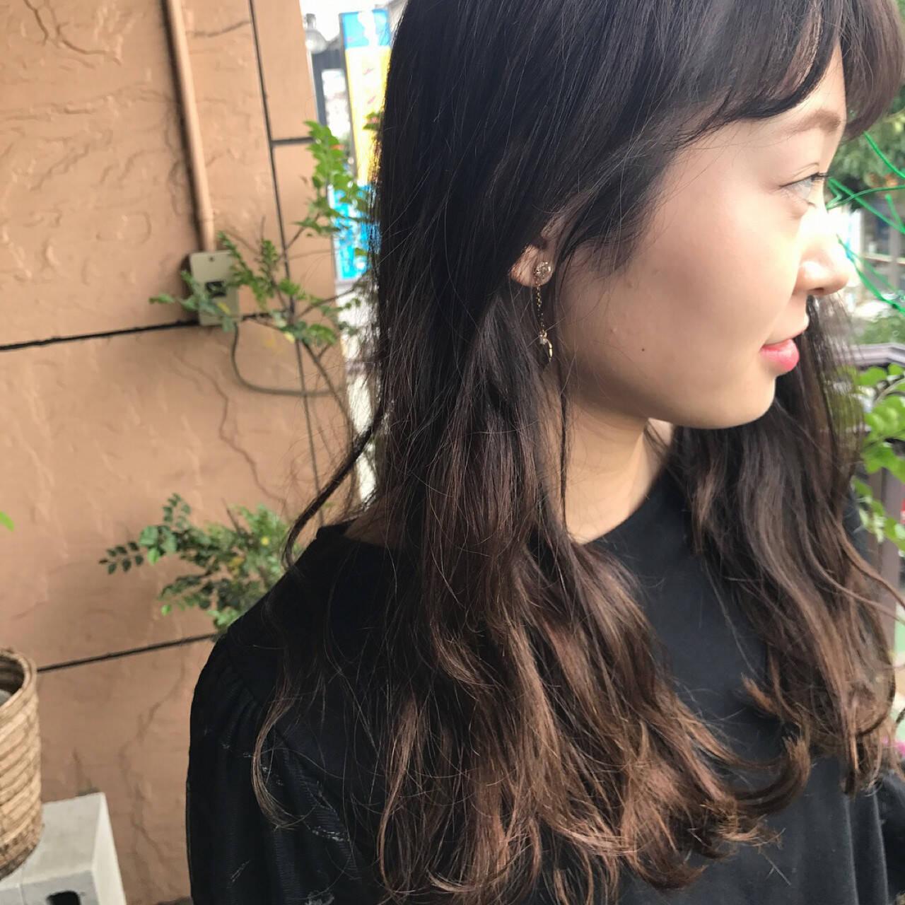 ウェーブ ナチュラル グラデーションカラー アンニュイヘアスタイルや髪型の写真・画像