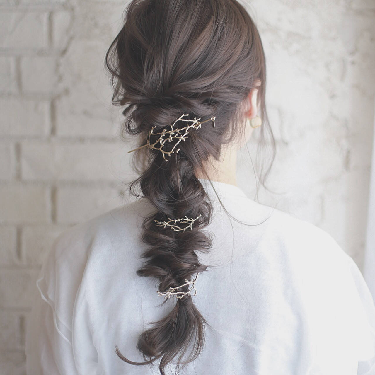 ミディアム ヘアアレンジ 結婚式 くせ毛風ヘアスタイルや髪型の写真・画像