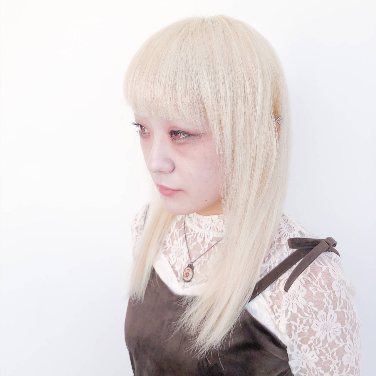 ブリーチ セミロング ブリーチオンカラー ブリーチカラーヘアスタイルや髪型の写真・画像
