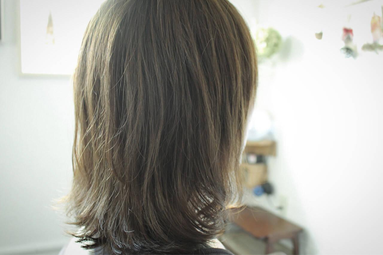 スモーキーアッシュ ナチュラル オリーブアッシュ ベージュヘアスタイルや髪型の写真・画像