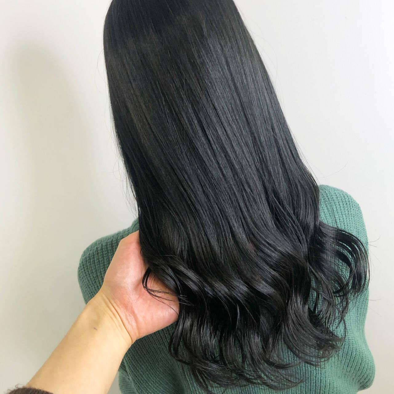 ロング ブルージュ ダークカラー 暗髪ヘアスタイルや髪型の写真・画像