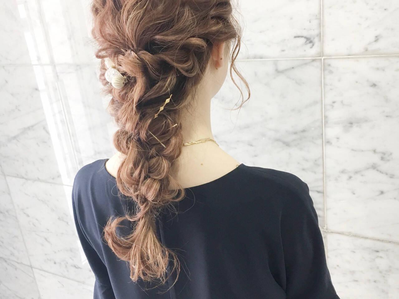 編み込み ヘアアレンジ ナチュラル 結婚式ヘアスタイルや髪型の写真・画像