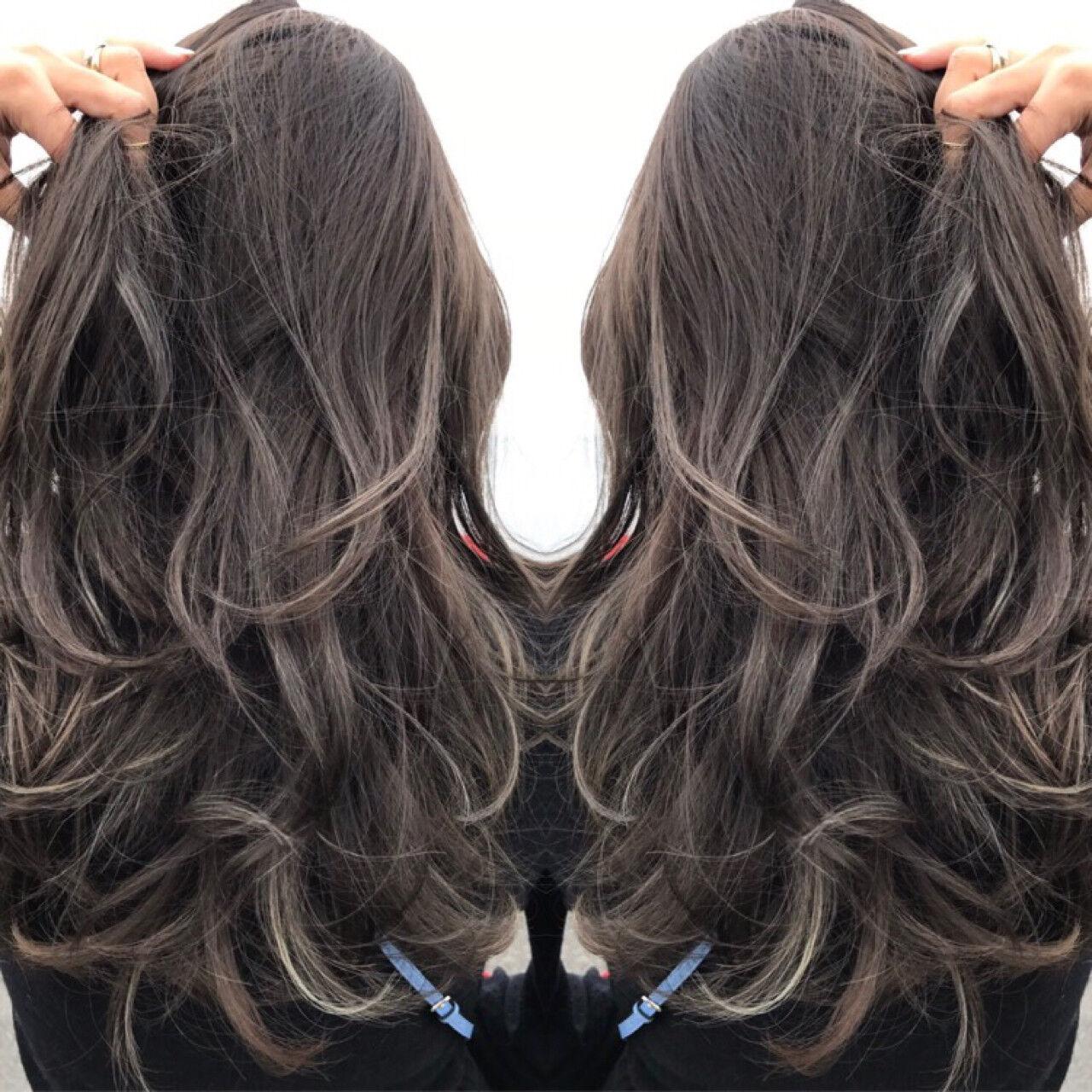 ウェーブ ニュアンス アッシュ ハイライトヘアスタイルや髪型の写真・画像