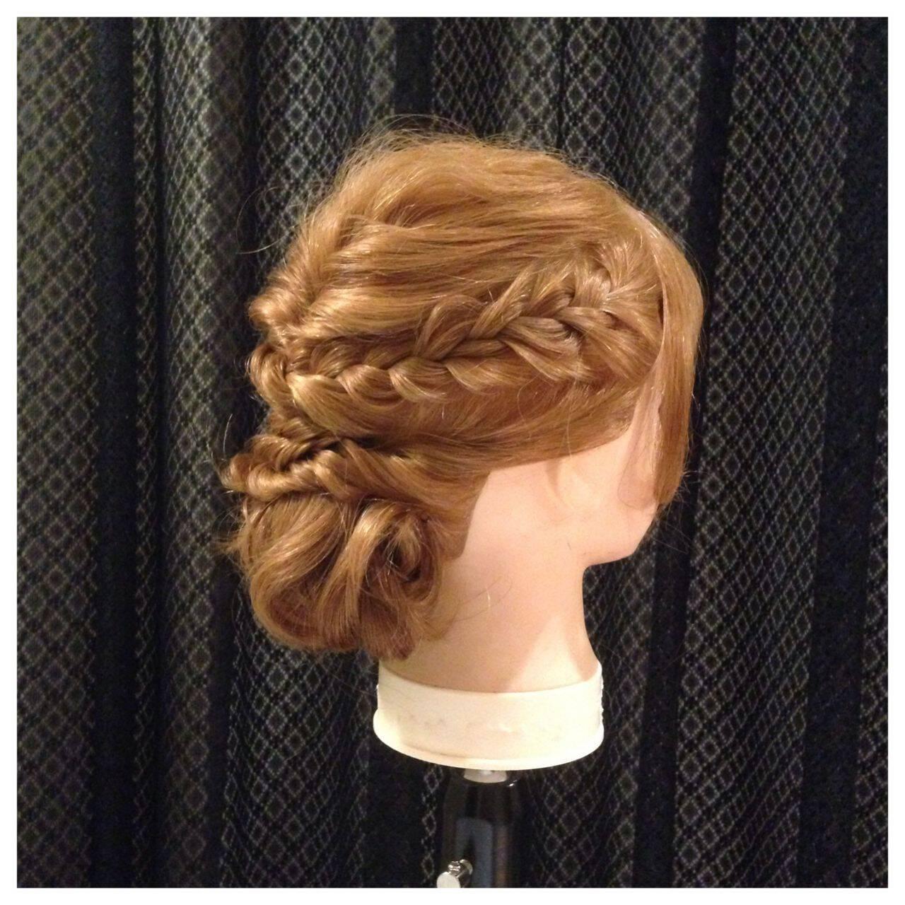 編み込み ゆるふわ フェミニン アップスタイルヘアスタイルや髪型の写真・画像