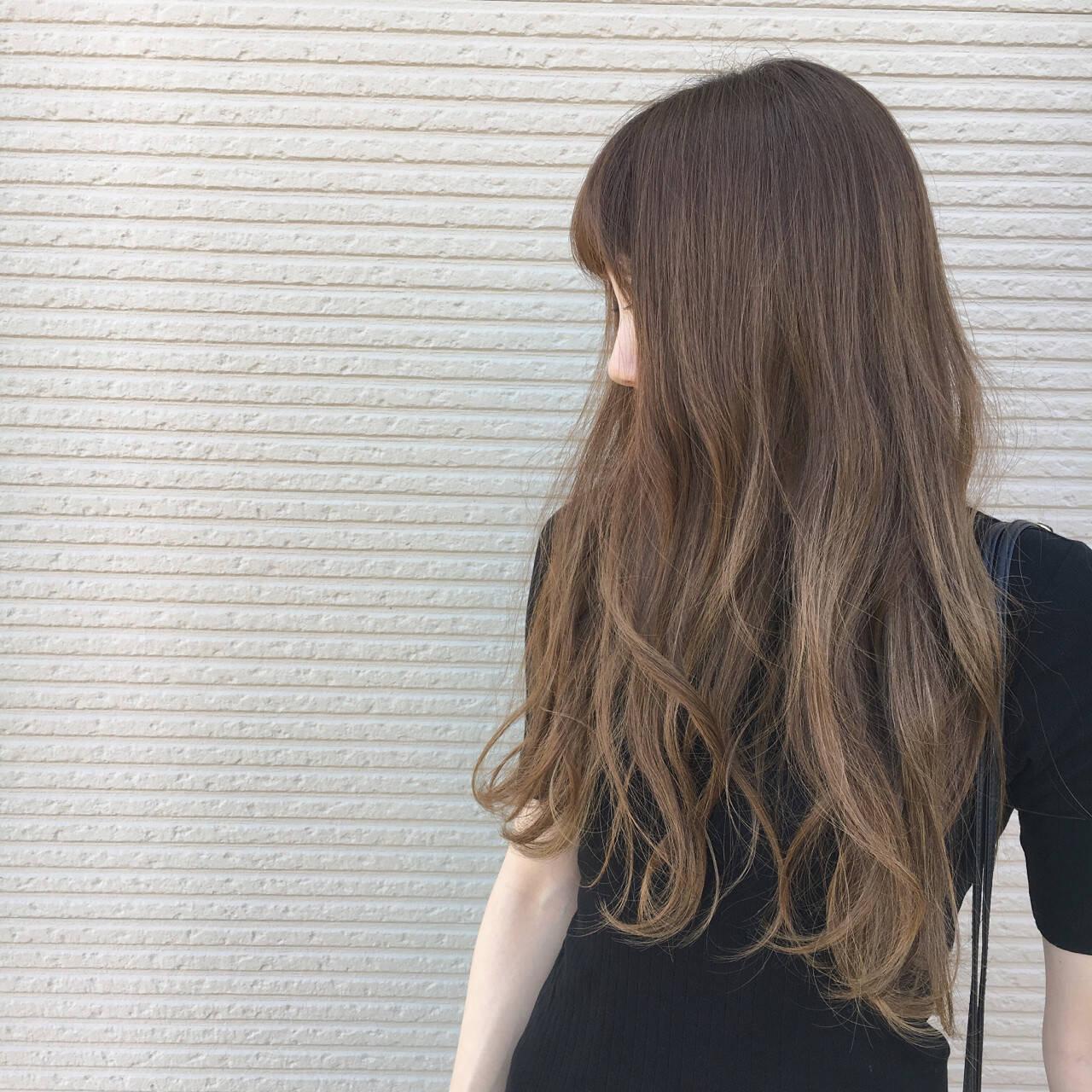 秋 大人かわいい 外国人風 ロングヘアスタイルや髪型の写真・画像