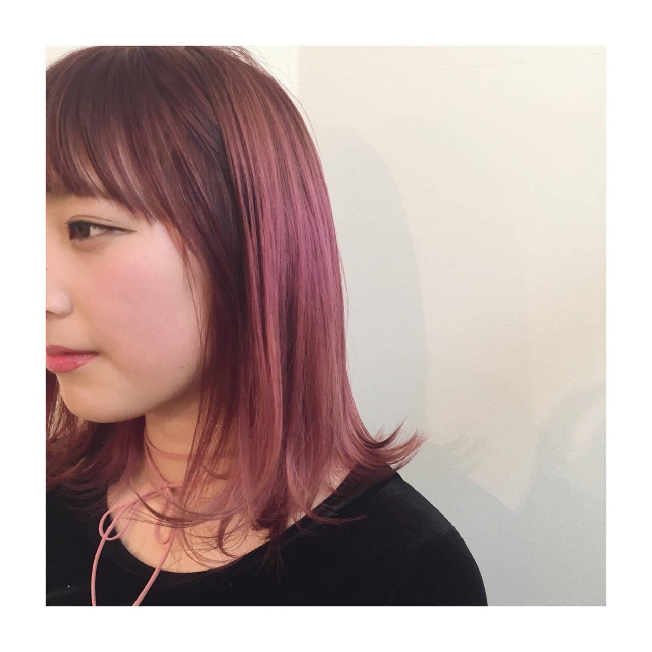切りっぱなし グラデーションカラー ストリート ピンクヘアスタイルや髪型の写真・画像