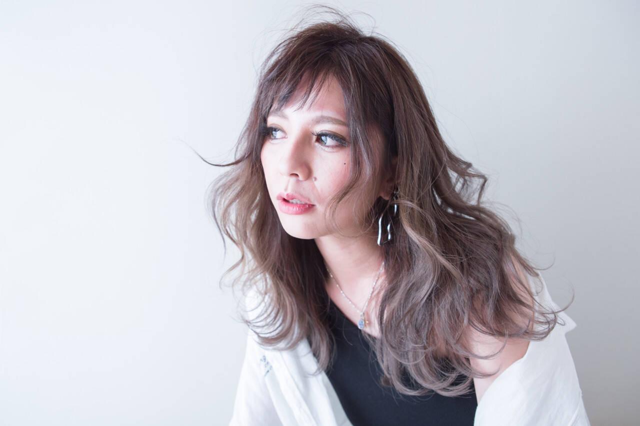 グレージュ ベージュ バレイヤージュ ナチュラルヘアスタイルや髪型の写真・画像