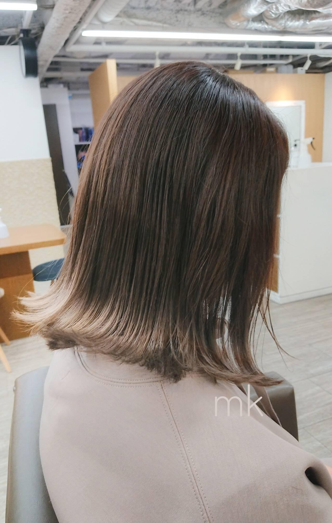 切りっぱなしボブ イルミナカラー エレガント ミディアムヘアスタイルや髪型の写真・画像