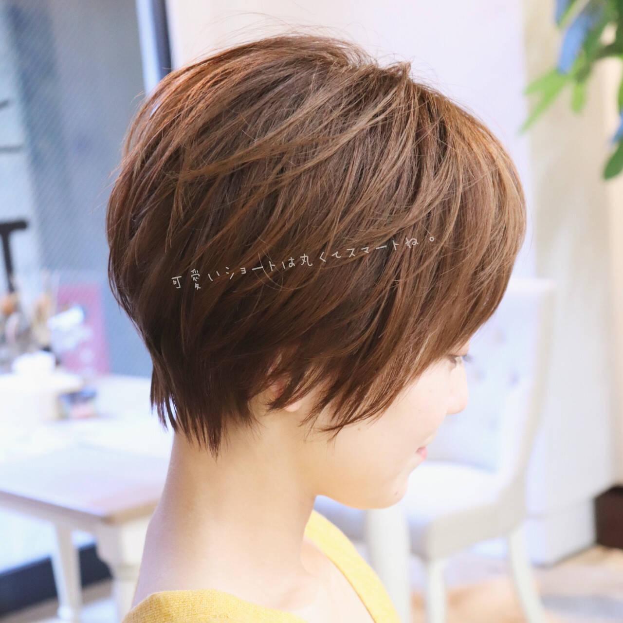 フェミニン ショートヘアスタイルや髪型の写真・画像