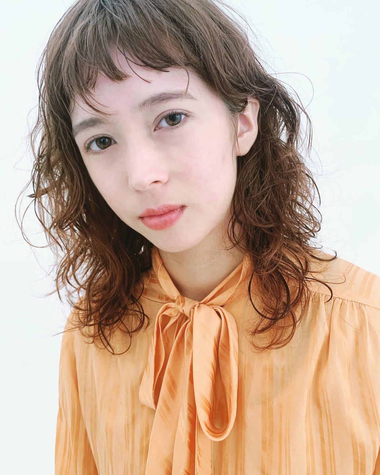 毛先パーマ エレガント 無造作パーマ セミロングヘアスタイルや髪型の写真・画像