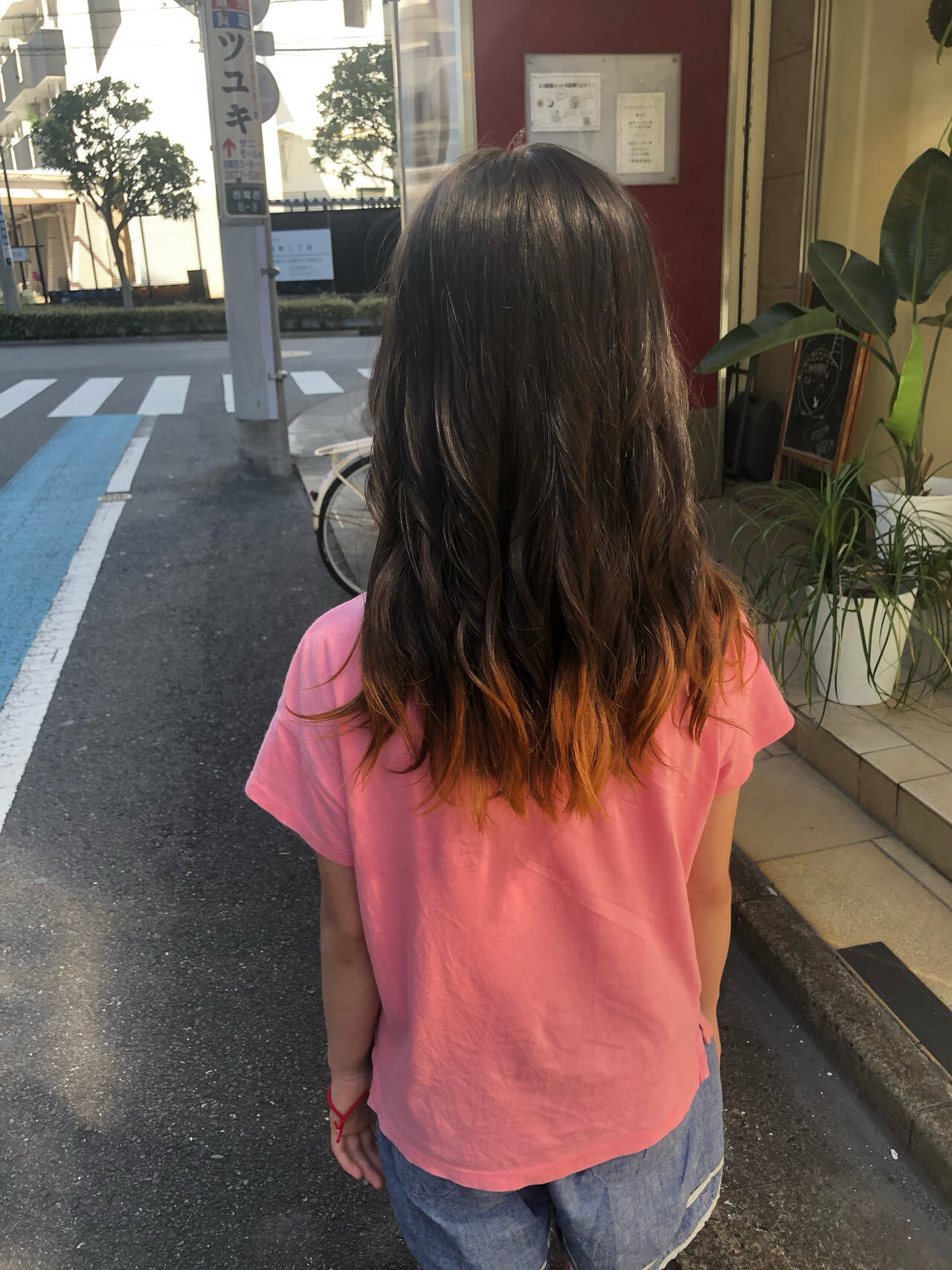 裾カラー 裾カラーオレンジ ダブルカラー セミロングヘアスタイルや髪型の写真・画像